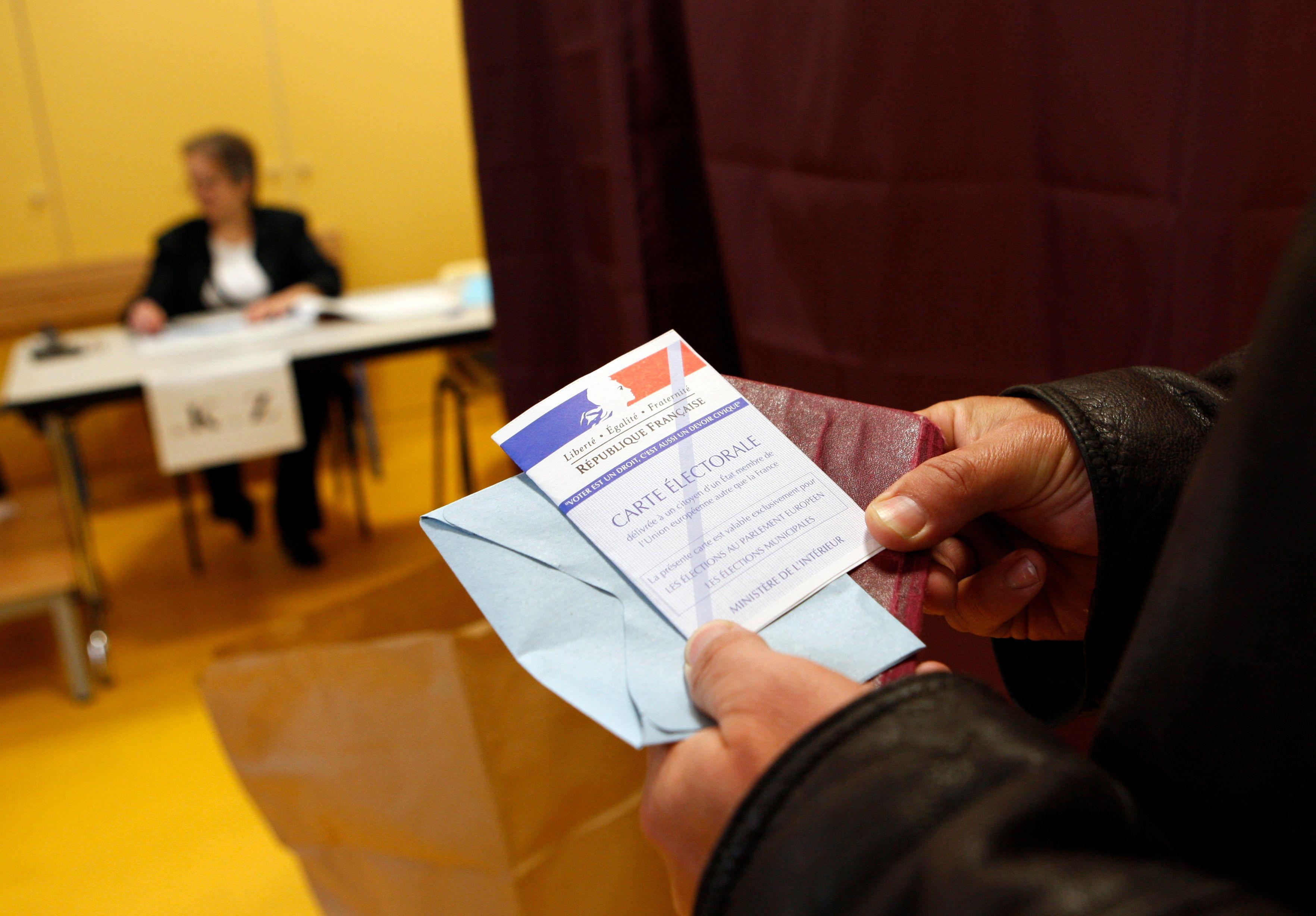 """Les cinq mots les plus utilisés dans les slogans des élections municipales de 2014 sont """"Ensemble"""", """"avenir"""", """"agir"""", """"demain"""", et """"autrement""""."""