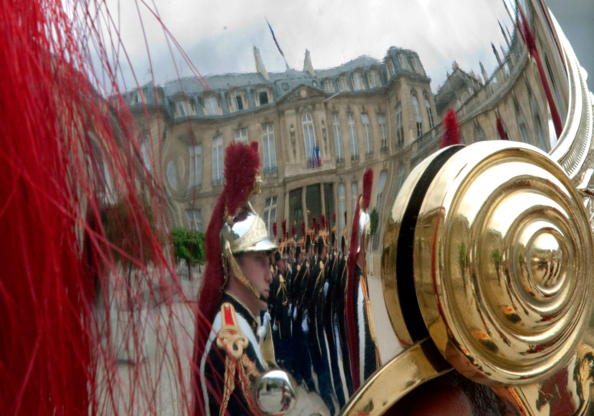 Hip hip Hé Oh(lande) : François, nous voilà, la vieille garde est derrière toi