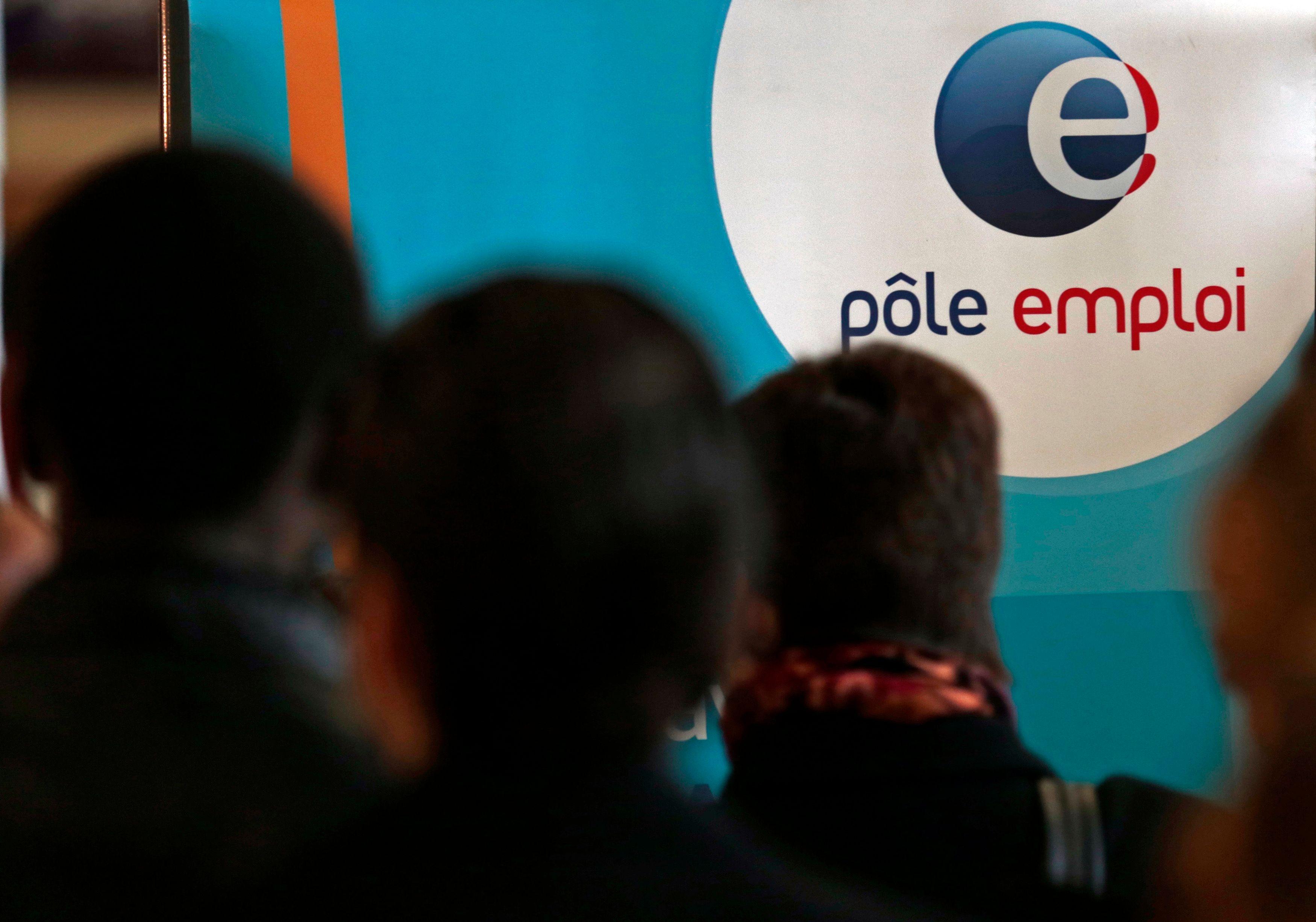 Selon l'Insee, le taux de chômage a baissé de 0,1 point au 4ème trimestre 2013, à 9,8 % de la population active en métropole.