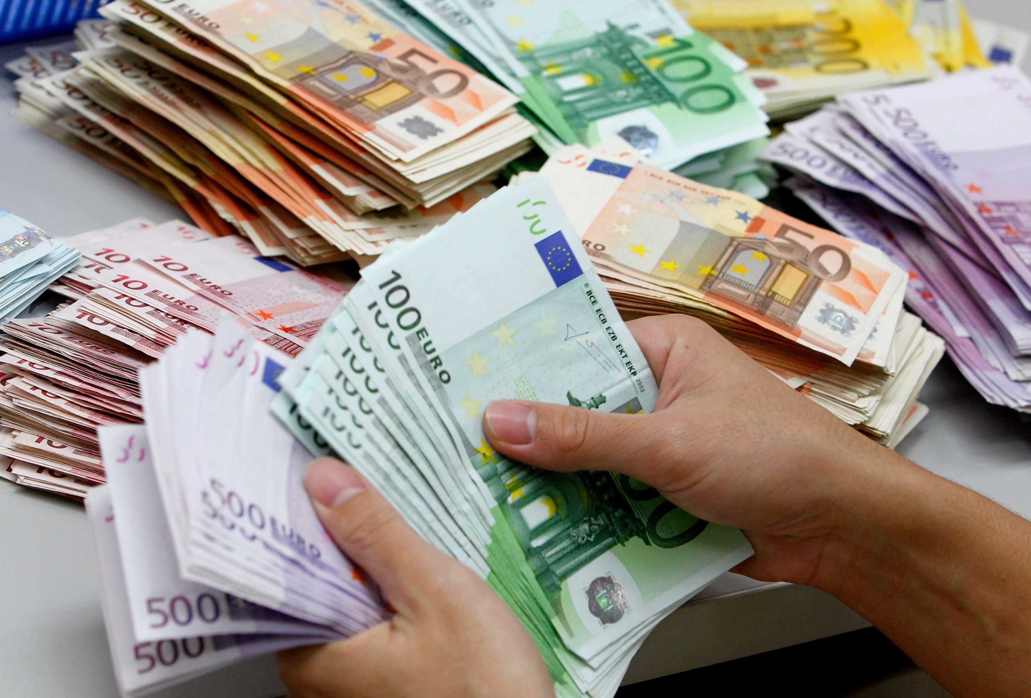 Pourquoi les Italiens bourrent littéralement leurs matelas de billets de banque