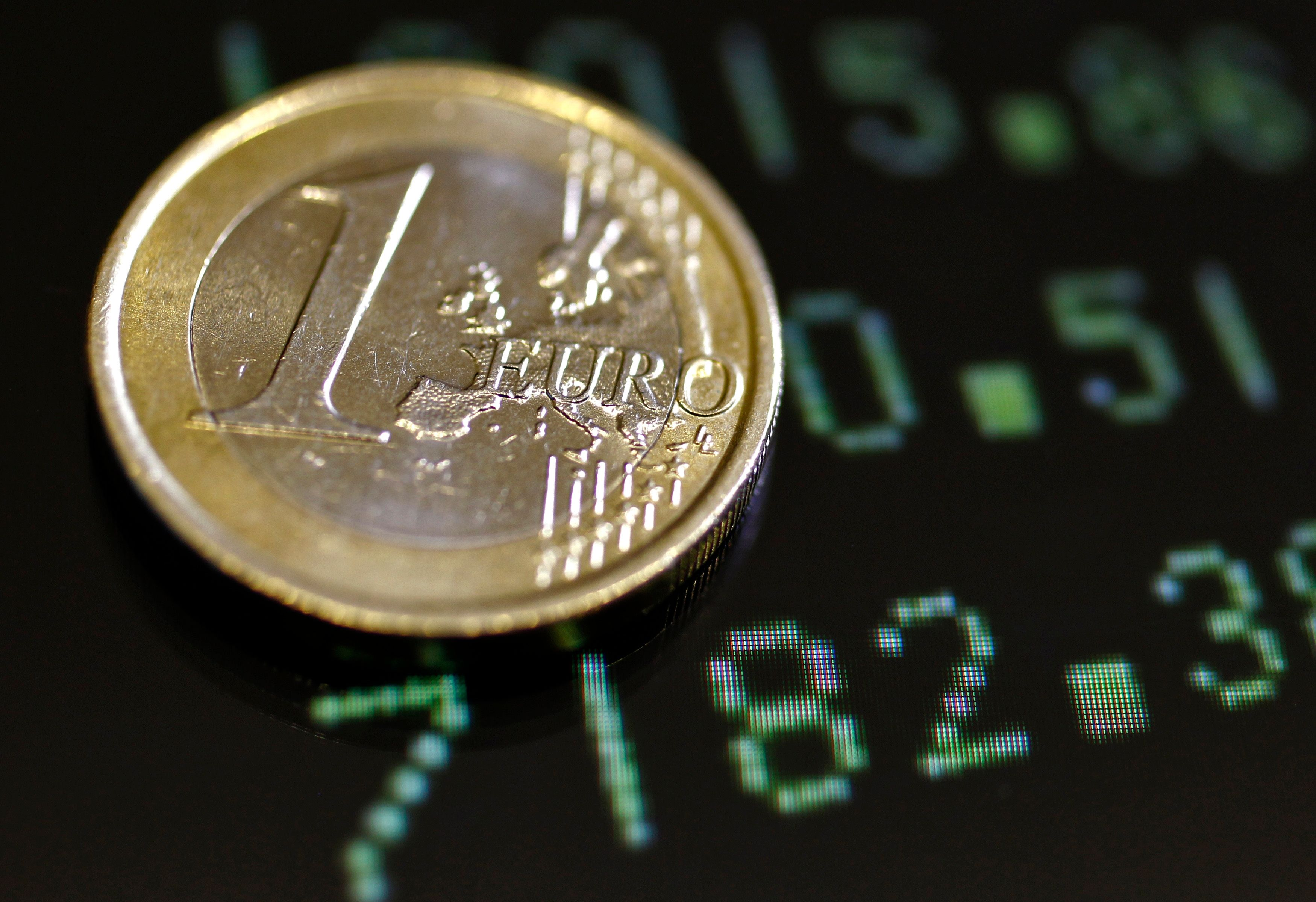 """""""La voie la plus simple, pour constituer une assise financière garantissant les prêteurs, serait d'asseoir lesdites euro-obligations sur un budget européen plus « conséquent » que l'existant."""""""