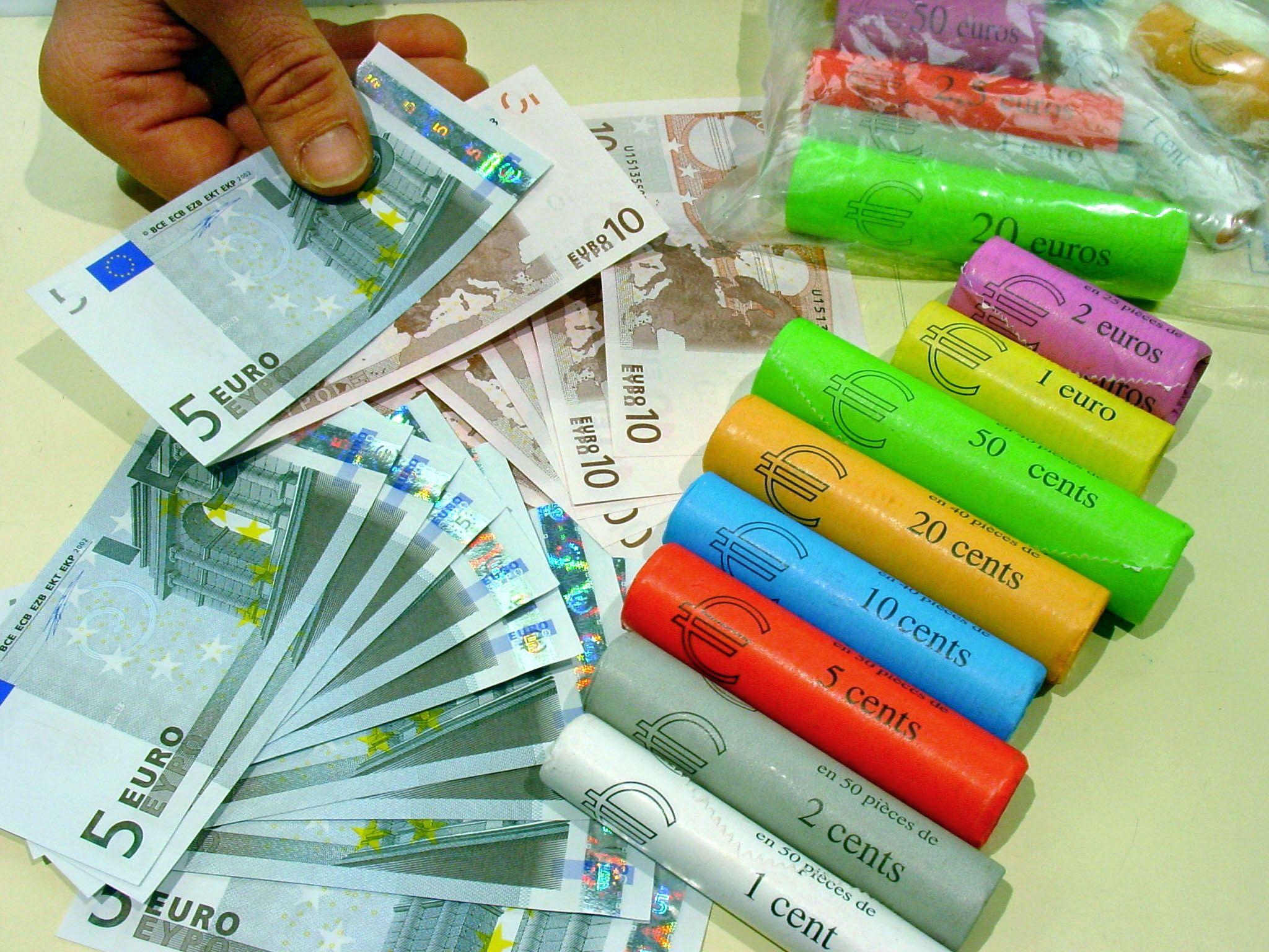 """L'euro est """"un vrai succès populaire"""" : mais les chiffres avancés par le gouverneur de la banque de France pour le justifier disent-ils vraiment ce qu'il croit ?"""