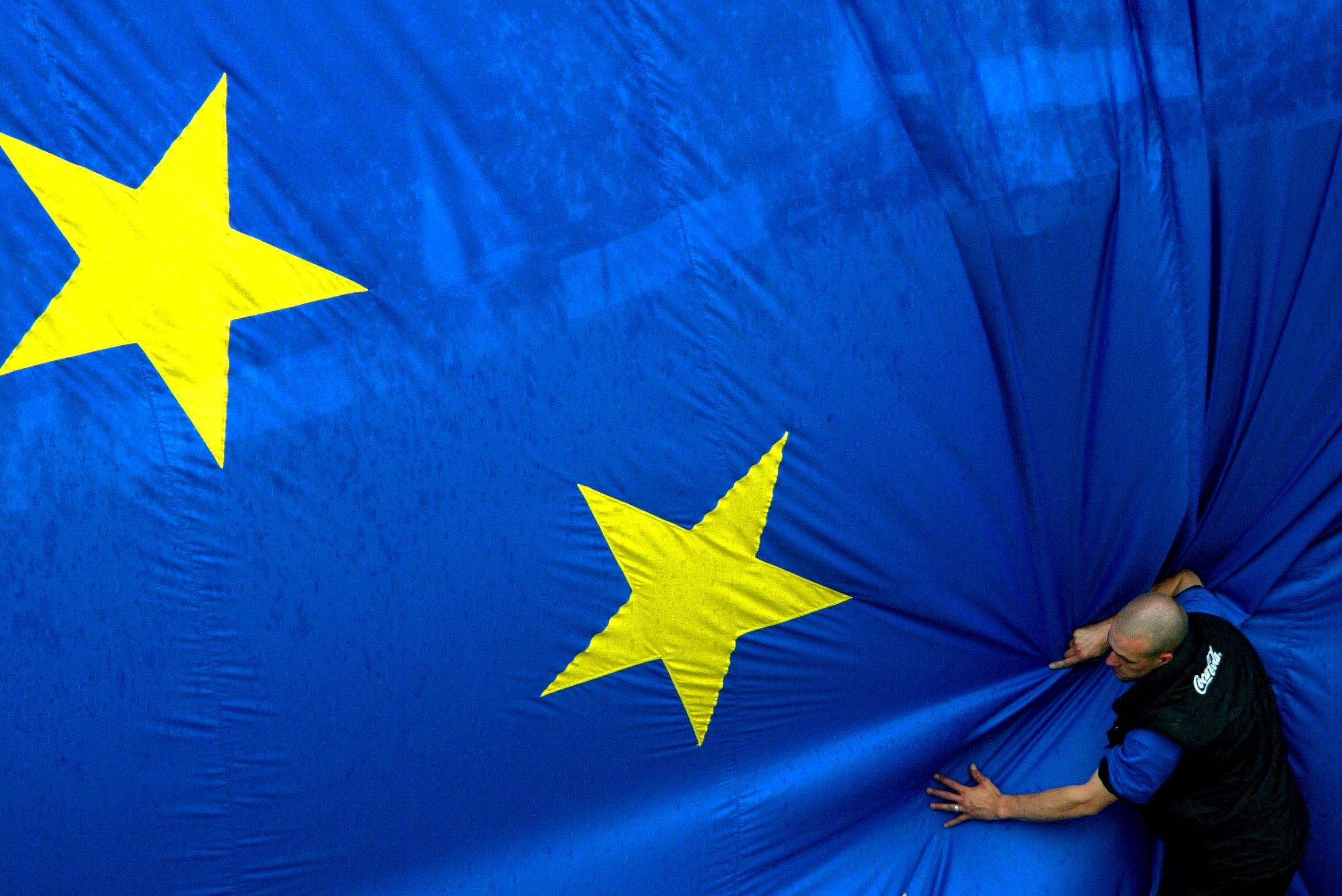 Le taux de chômage de la zone euro atteint 12.2%.