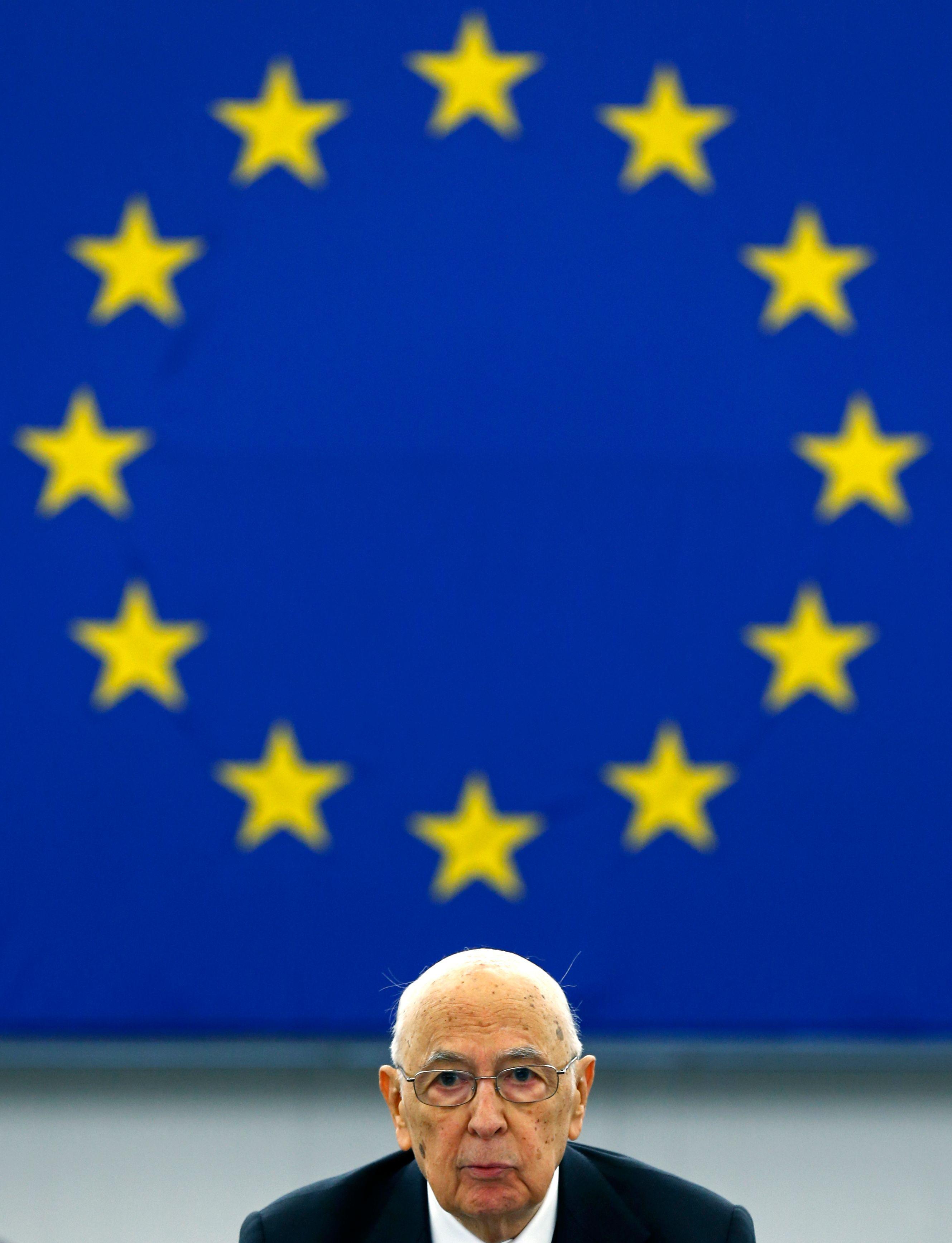 """François Hollande affirme que l'Europe évite aux Français la """"guerre commerciale"""" et la """"guerre monétaire""""."""