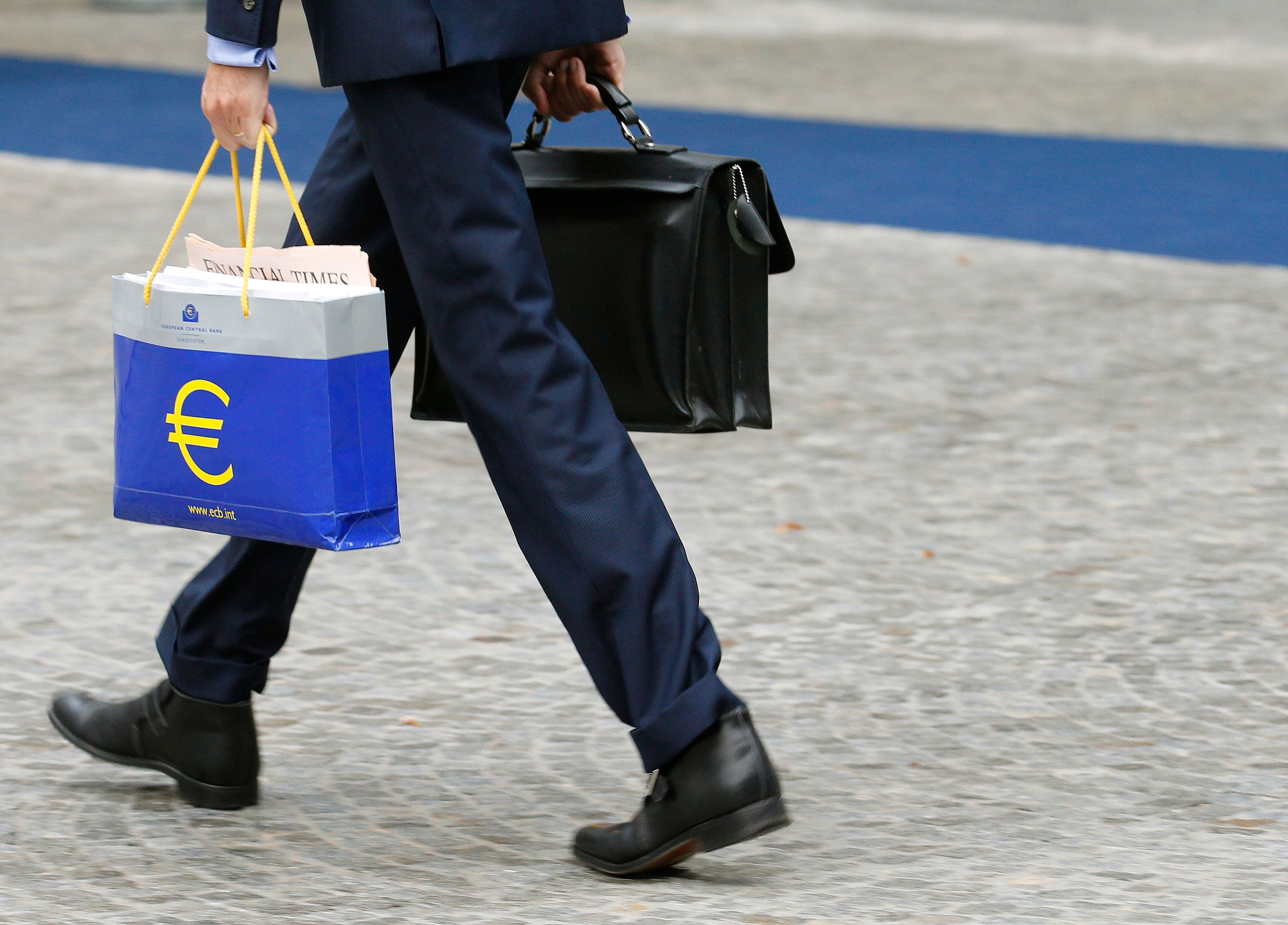 """La """"manipulation"""" de la monnaie reste tabou en France."""