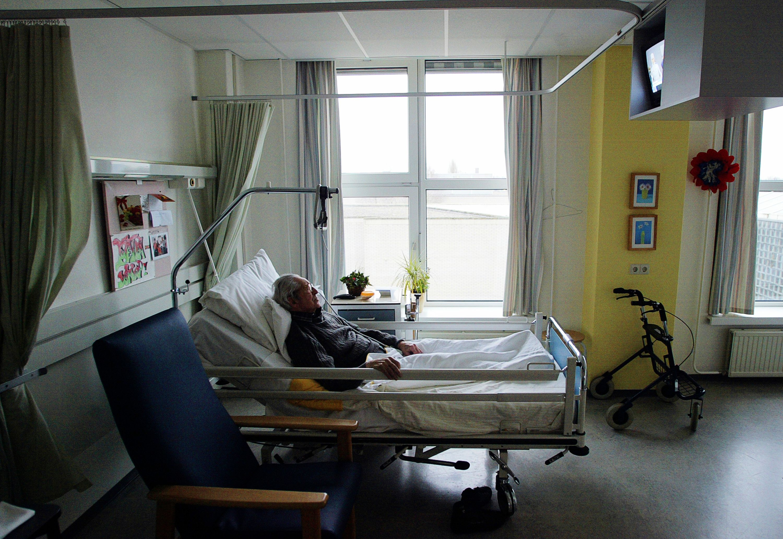 Une proposition de loi sénatoriale vise à autoriser l'assistance médicalisée pour une fin de vie digne.
