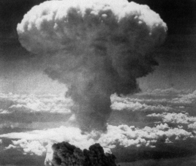 Photo prise le 09 août 1945 de l'explosion nucléaire sur Nagasaki, lors d'une frappe effectuée par l'armée américaine.