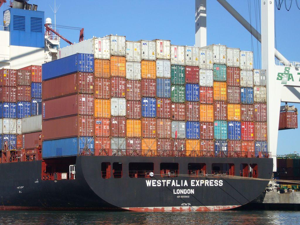 En 2012, le déficit commercial de la France a atteint le niveau 67,4 milliards d'euros.