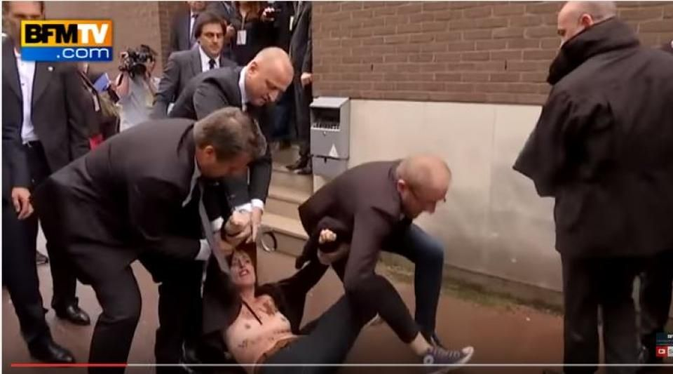 """Les Femen affirment utiliser la méthode du """"sextremisme"""" pour dénoncer """"l'épidémie fasciste""""et défendre le droit des femmes."""