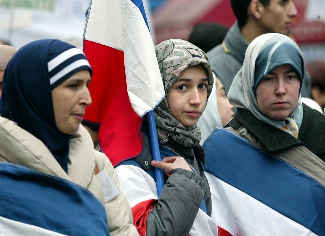 Alors que les populations de culture musulmane connaissent un retour marqué à la religion en Europe, les pays arabo-musulmans connaissent pour leur part une sécularisation rapide