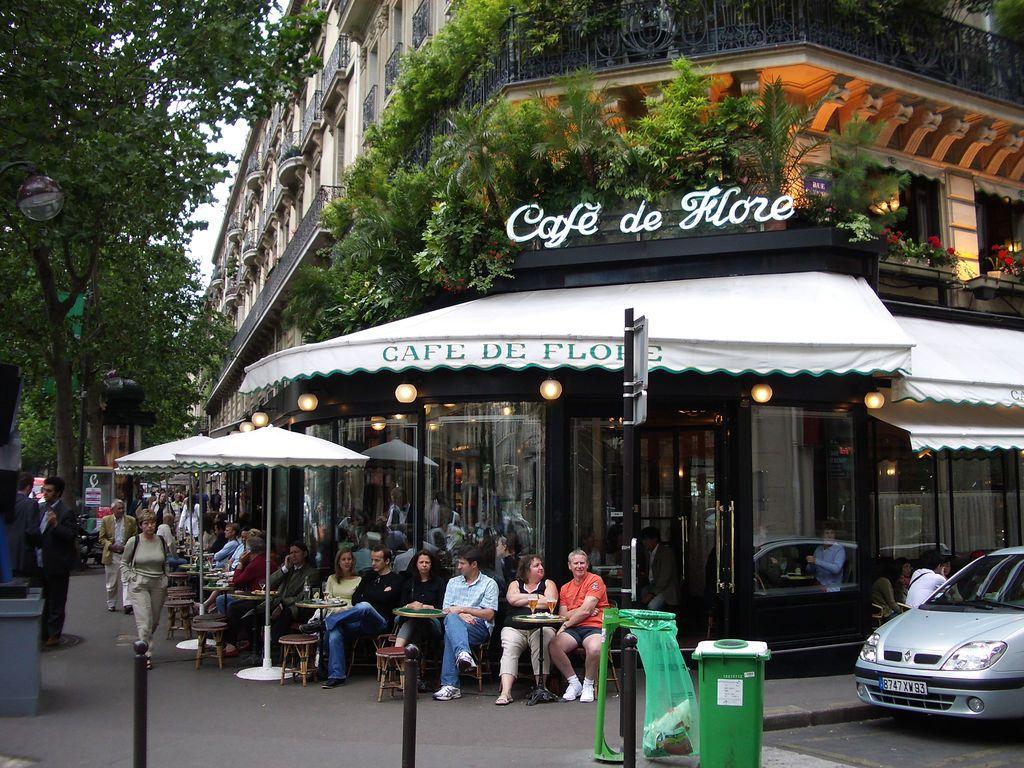 Ne pas céder aux sirènes de la littérature d'ailleurs. Acheter de vrais livres écrits par des auteurs parisiens confirmés.