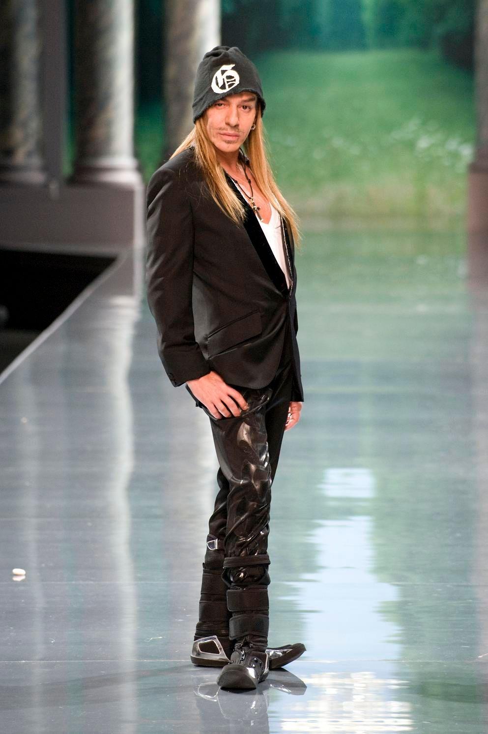 Étoile déchue de la maison Dior, le styliste John Galliano est jugé ce mercredi...