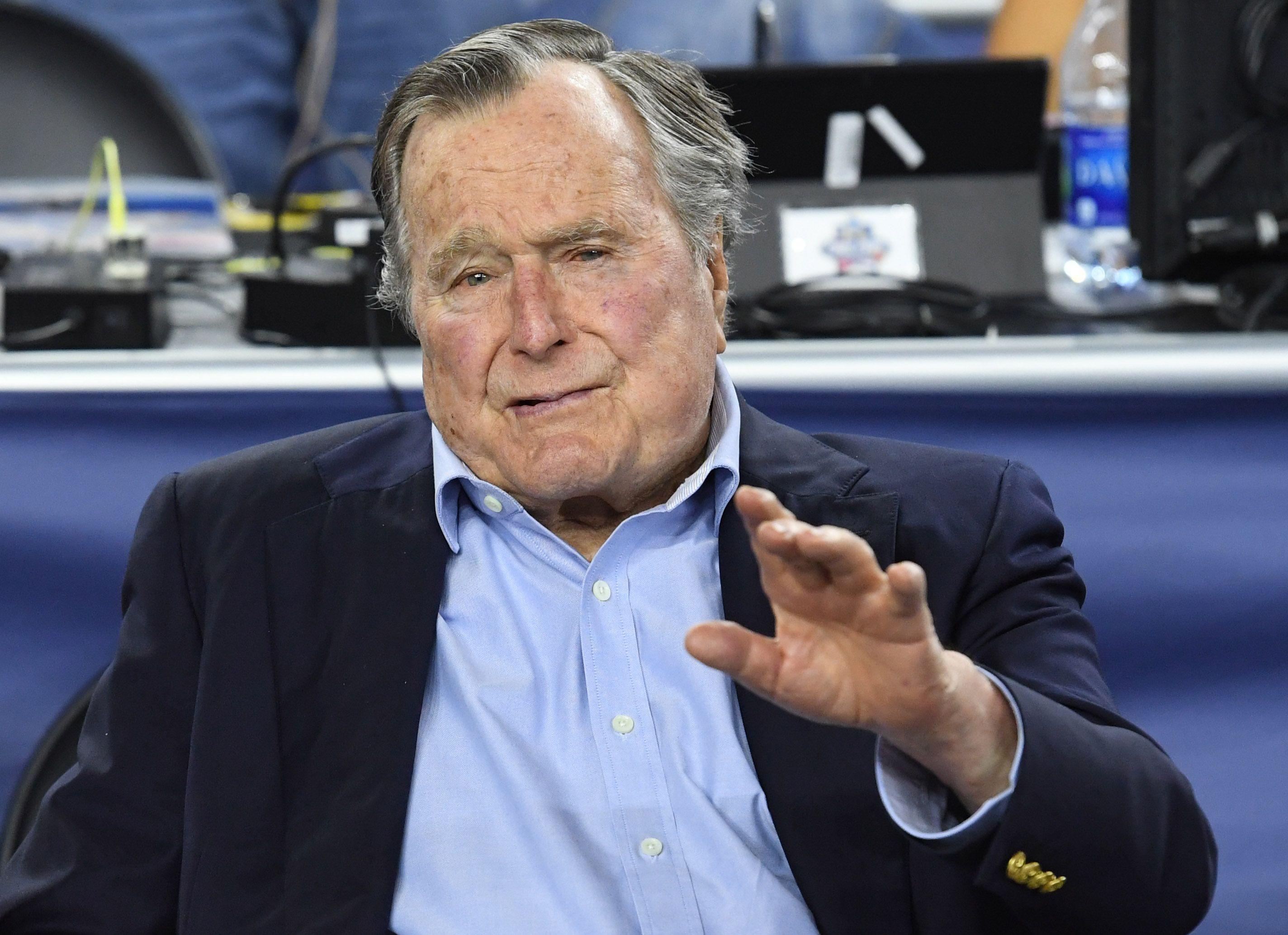 George Bush senior devrait voter pour Hillary Clinton