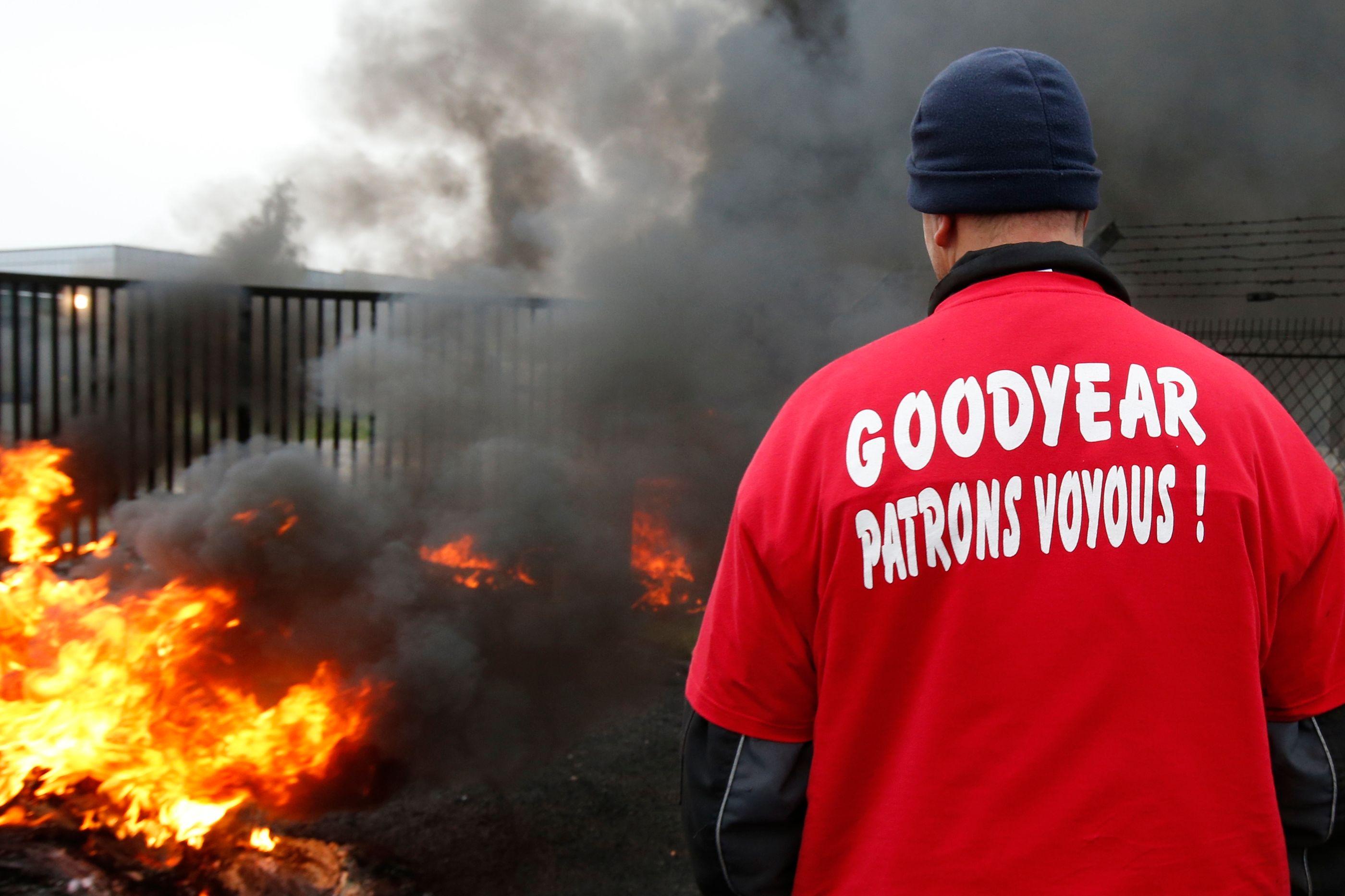 Des salariés de Goodyear ont séquestré leurs dirigeants.