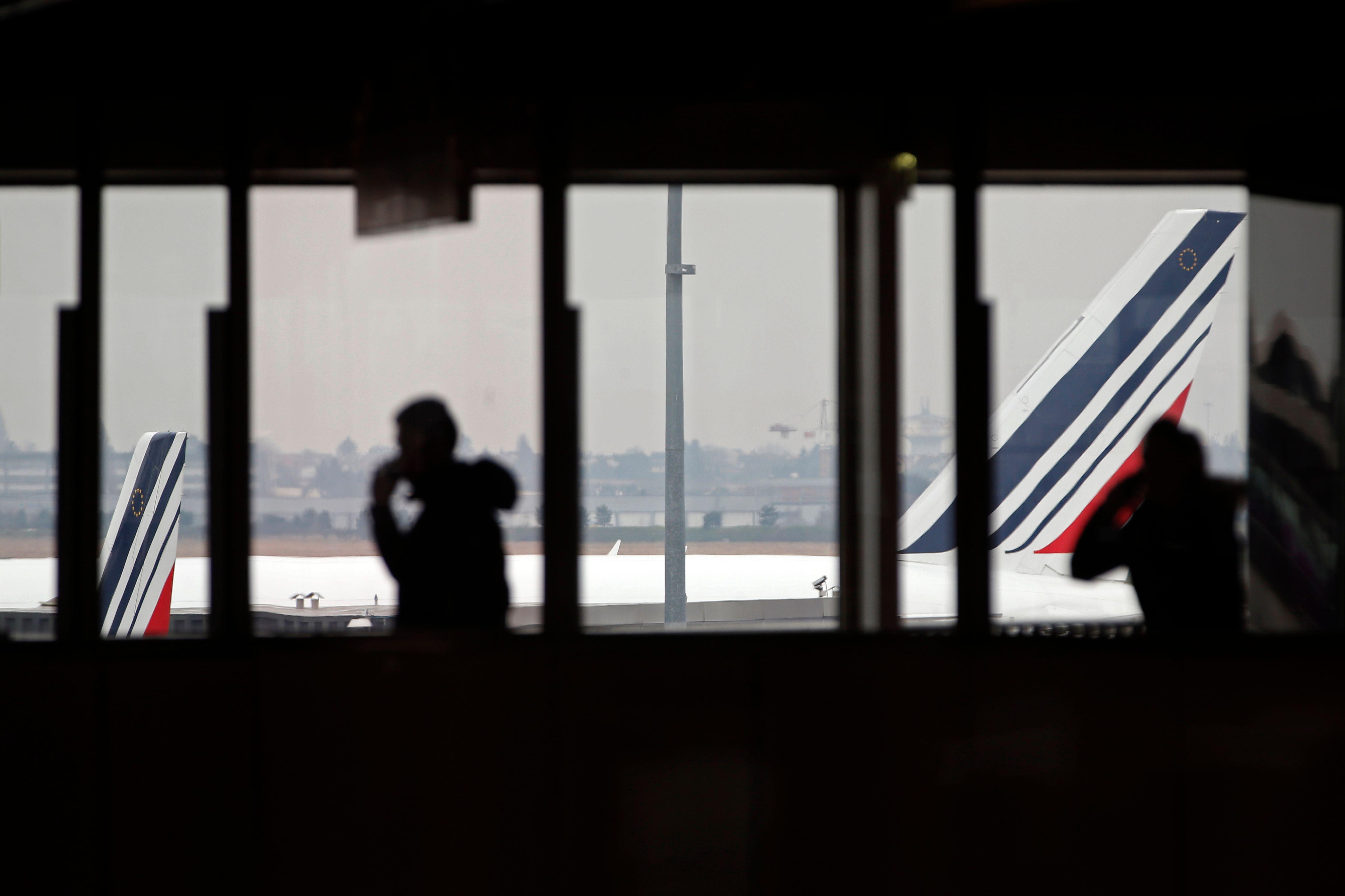 """Ces millions de litres de kérosène que brûlent les compagnies aériennes en maintenant des vols """"fantômes"""" (presque) sans passagers pour conserver leurs créneaux malgré le coronavirus"""