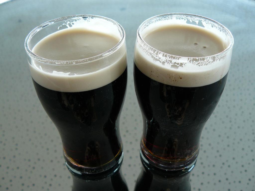 Deux bières Guinness.