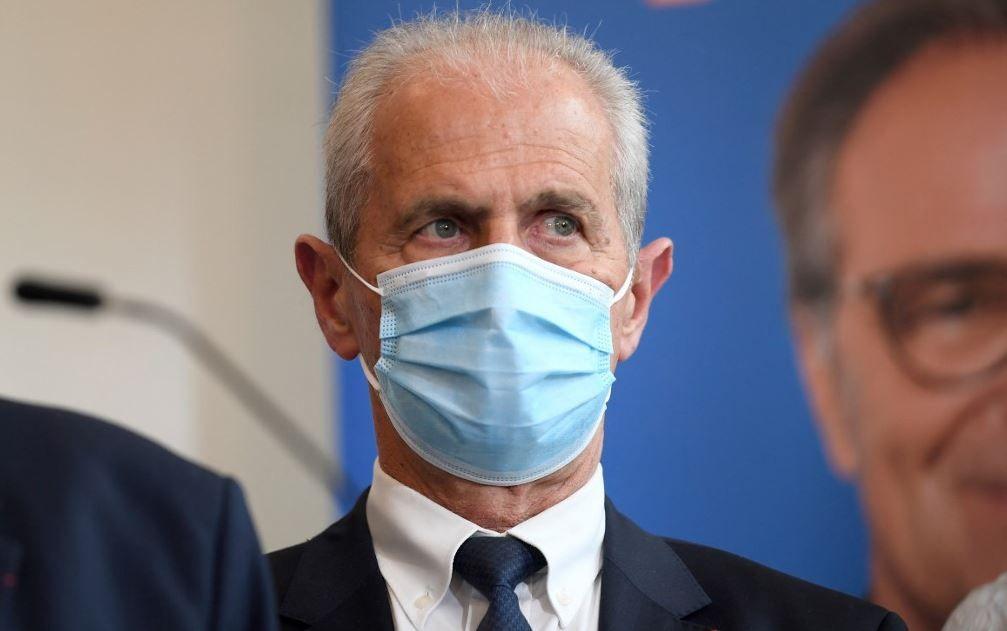 Le maire de Toulon, Hubert Falco, assiste à une conférence de presse du président de la région Provence-Alpes-Côte d'Azur, Renaud Muselier, au lendemain de l'annonce de sa candidature aux élections régionales, en avril 2021.