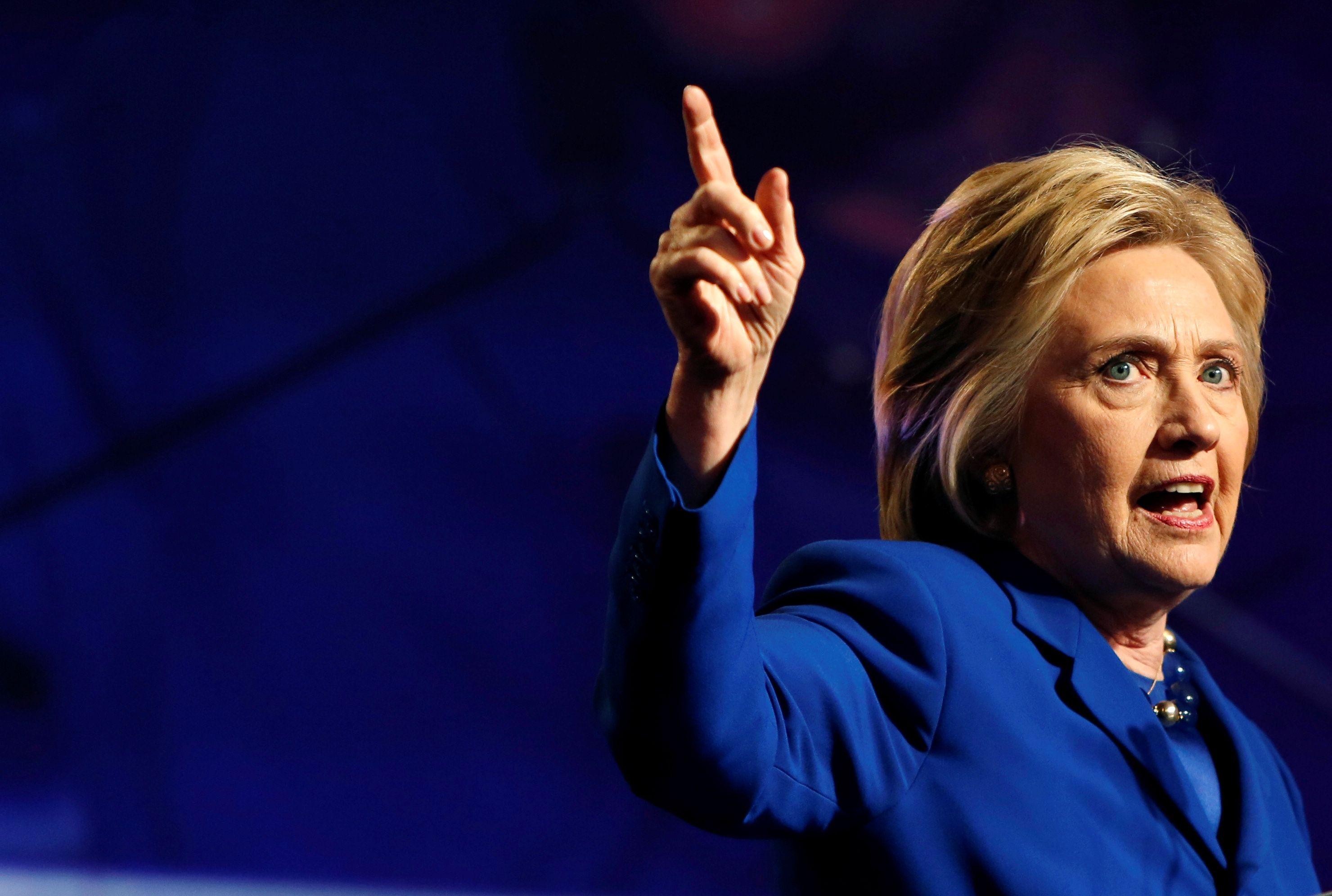 Etats-Unis : une pneumonie oblige Hillary Clinton à annuler ses déplacements