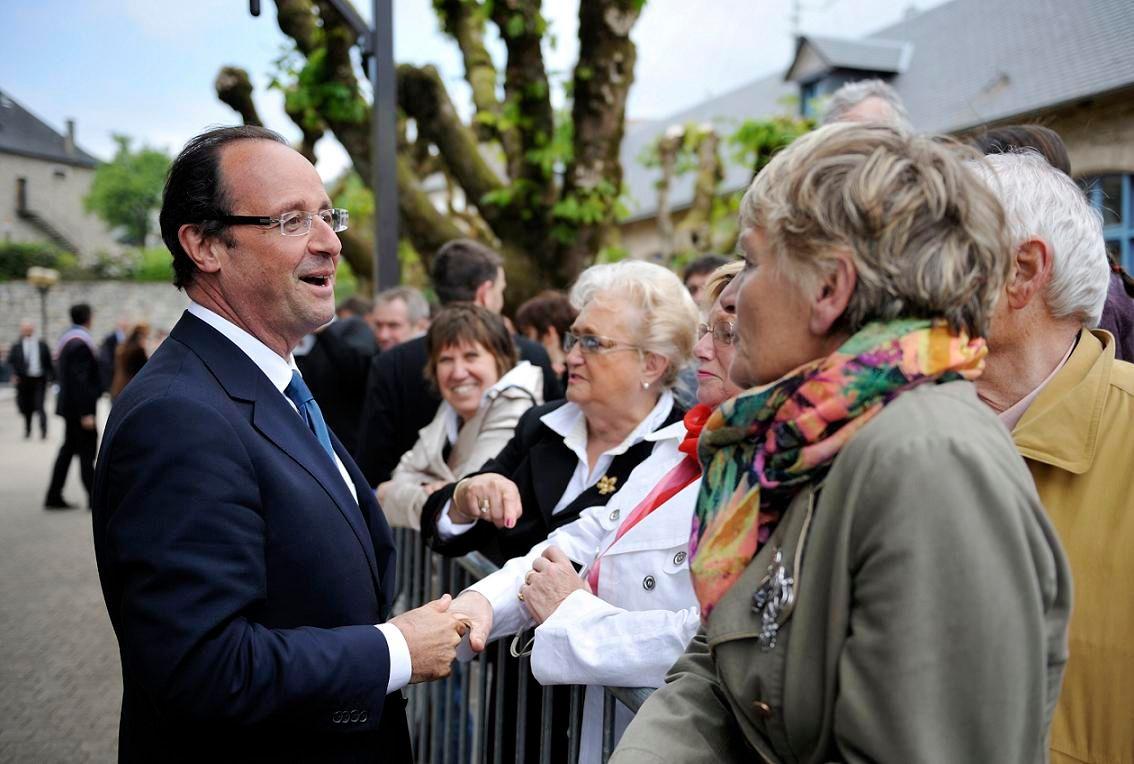 La volonté proclamée du respect de tous, le souci d'éviter toute phrase qui heurte et un physique souriant ont conféré à F.Hollande une image de rassembleur.