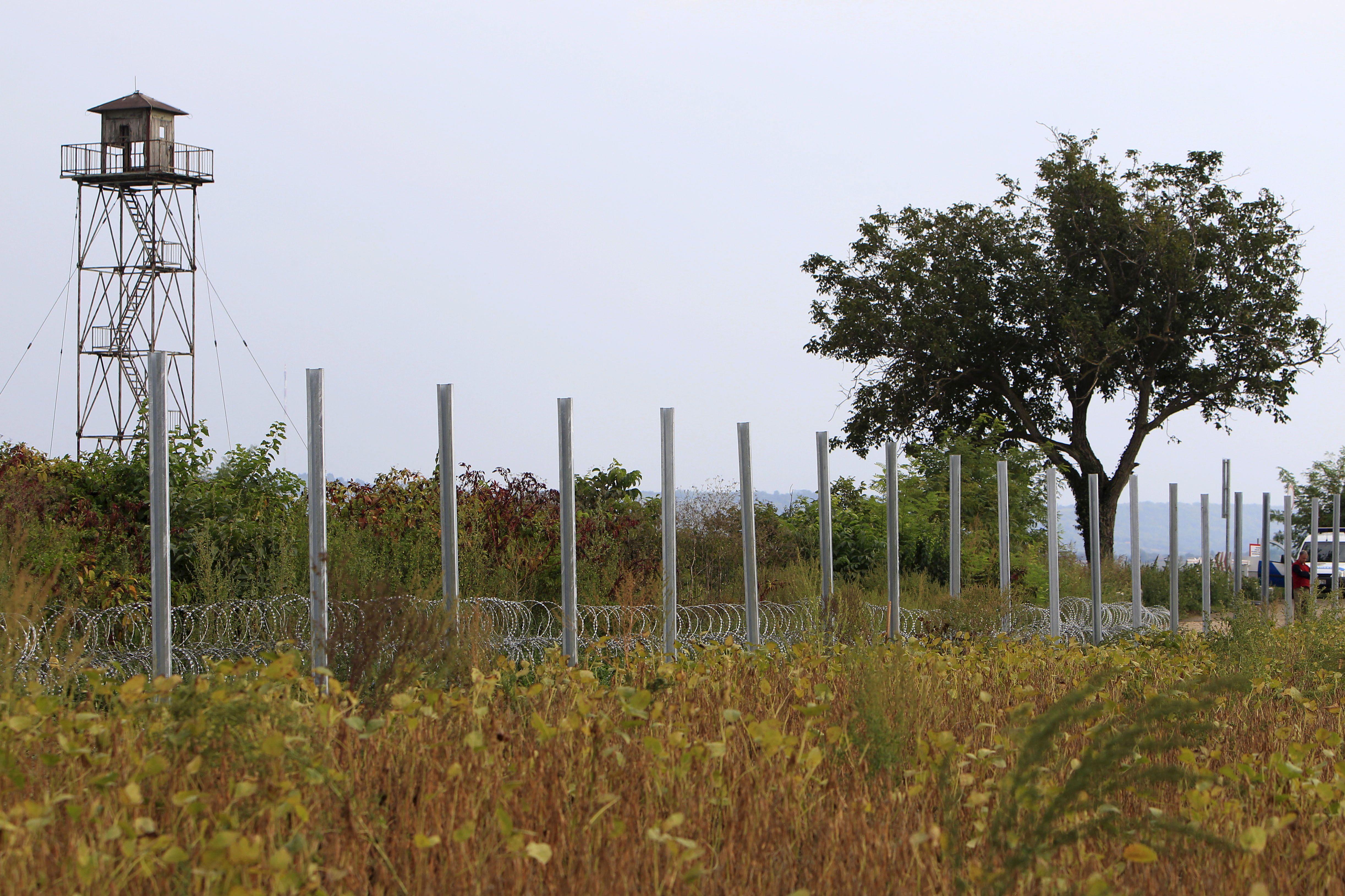 Crise des migrants : la Hongrie ferme sa frontière avec la Croatie