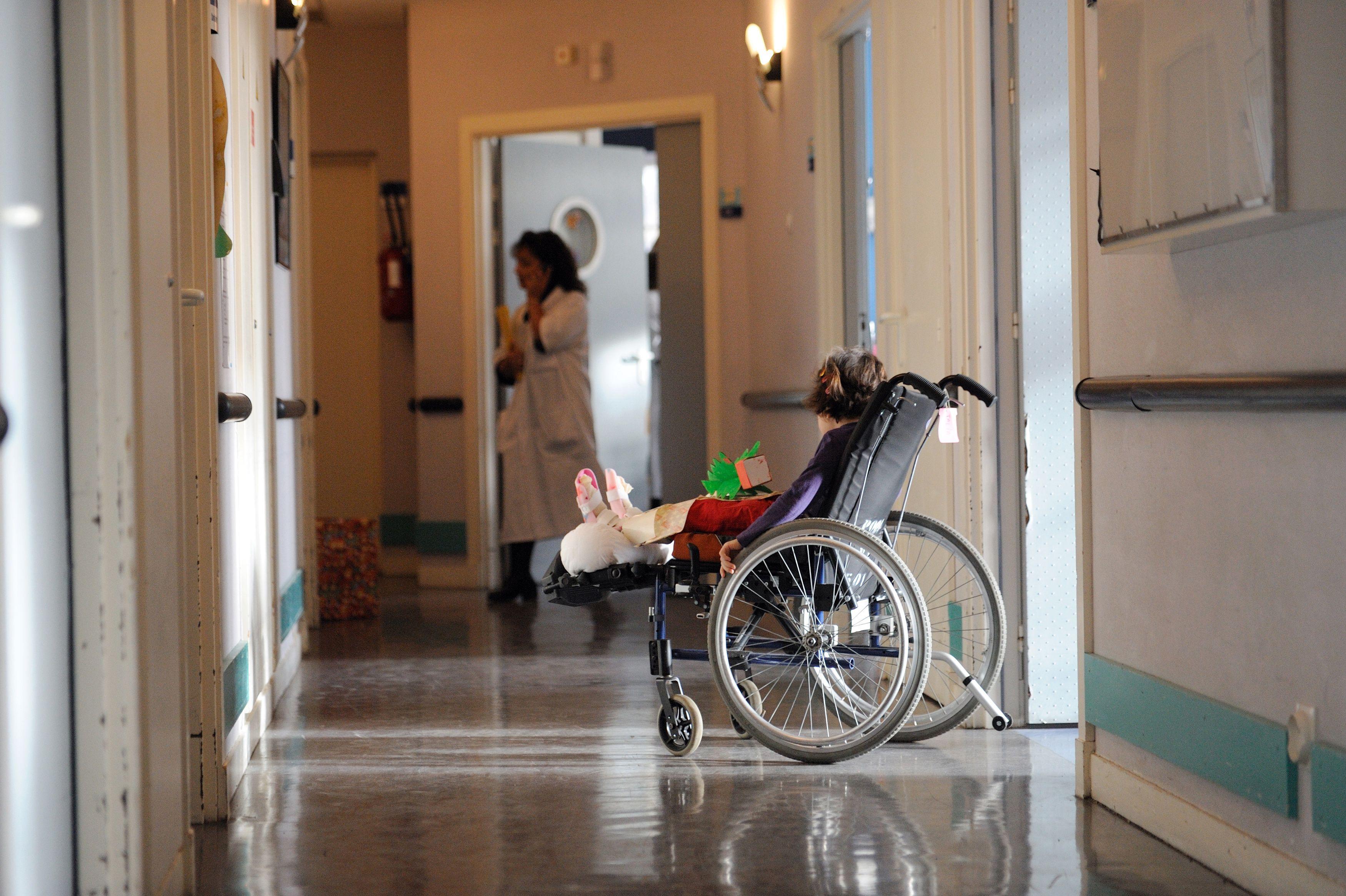 En France, la santé est prise en charge par l'Etat... et cela coûte moins cher qu'aux Etats-Unis