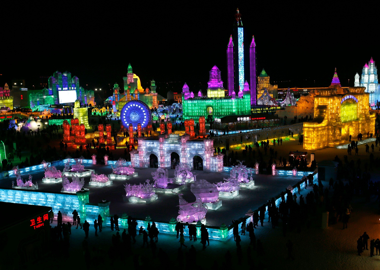Le plus grand festival de glace au monde ouvre ses portes à Harbin, dans le nord de la Chine, lundi 5 janvier 2015