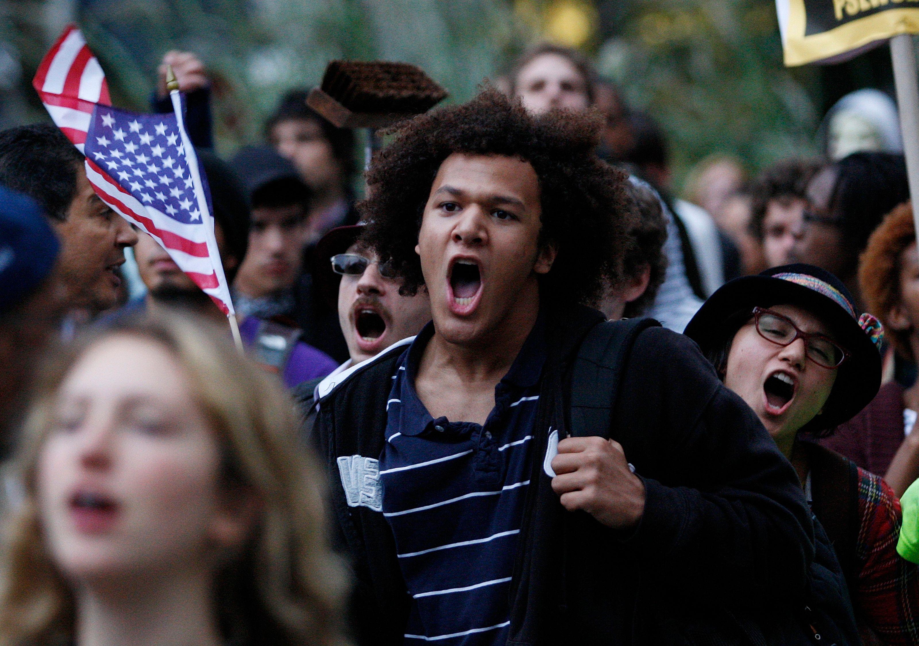 Nuit Debout à Paris, Indignés, Occupy Wall Street... pourquoi les mouvements spontanés qui se multiplient depuis l'an 2000 n'ont jamais trouvé de vrai débouché politique