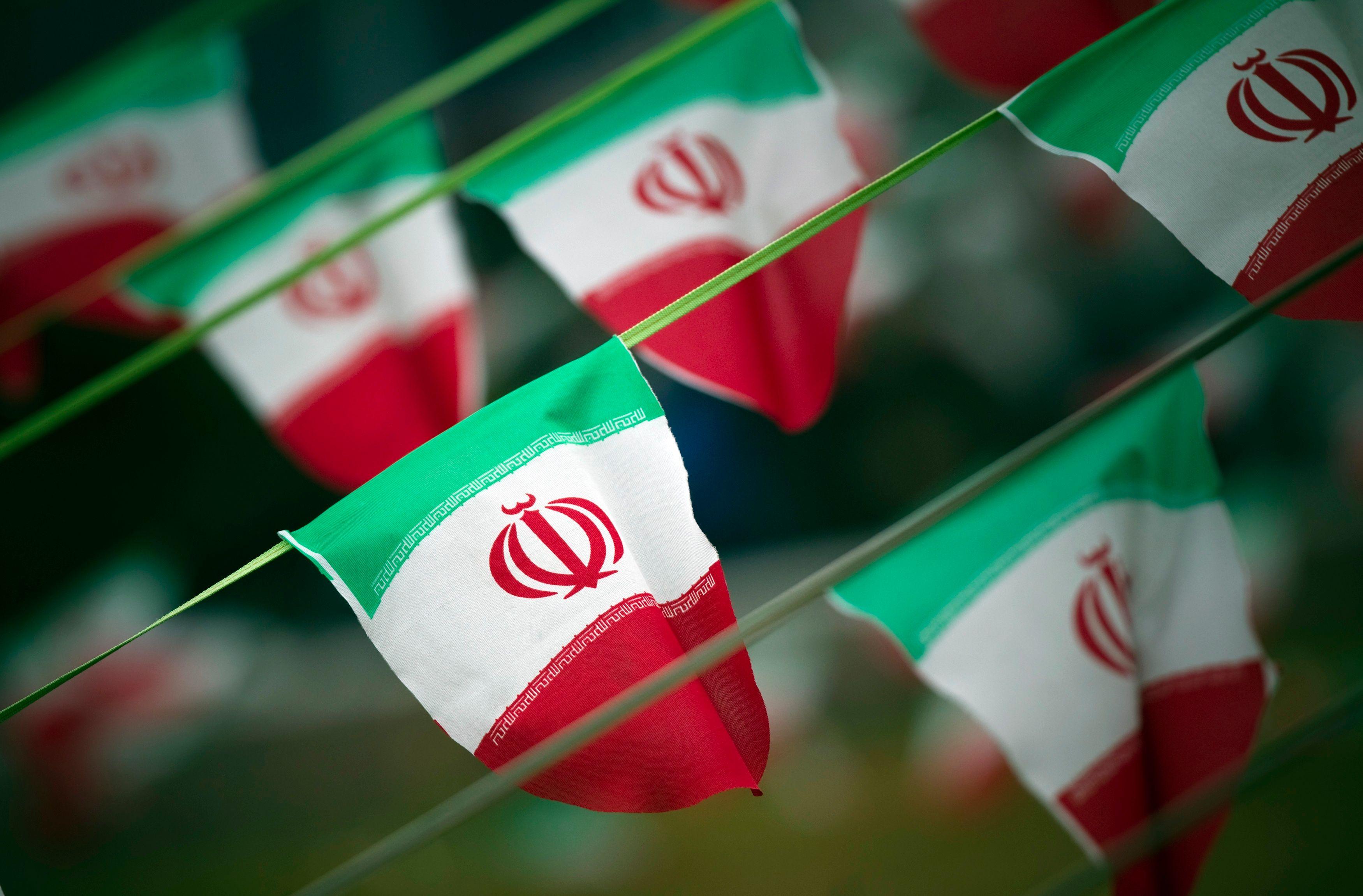 Drogue, drague, alcool, femmes, homosexualité... Téhéran, la débauchée
