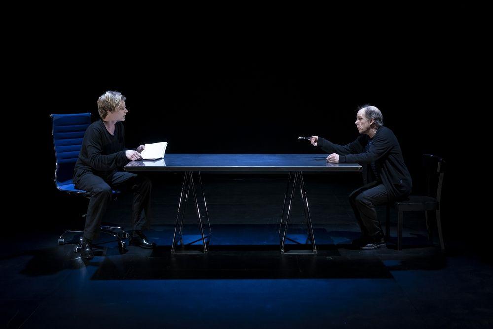 """La pièce de théâtre """"Je ne suis pas de moi"""" de Roland Dubillard avec Denis Lavant et Samuel Mercer est à retrouver au Théâtre du Rond-Point jusqu'au 23 juin."""
