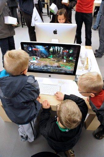 Les jeux qui présentent le plus de cas d'addiction sont le plus souvent en ligne, tels que World of Warcraft, Dofus, League of Legends. Ils cherchent tous à pousser le joueur à entrer en compétition avec les autres et à devenir le meilleur.