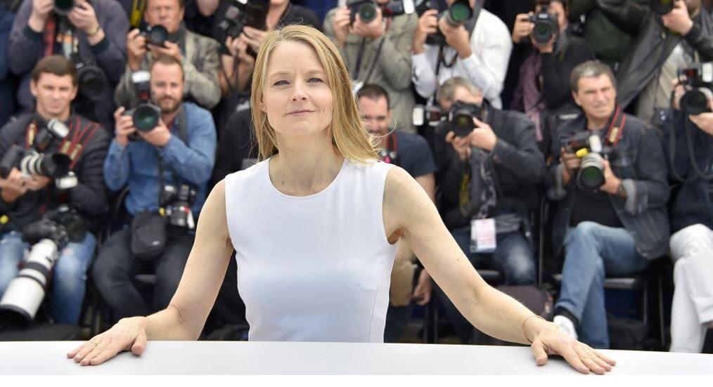 """La réalisatrice et actrice américaine, Jodie Foster, pose lors d'un photocall pour le film """"Money Monster"""" au 69e Festival de Cannes, le 12 mai 2016."""