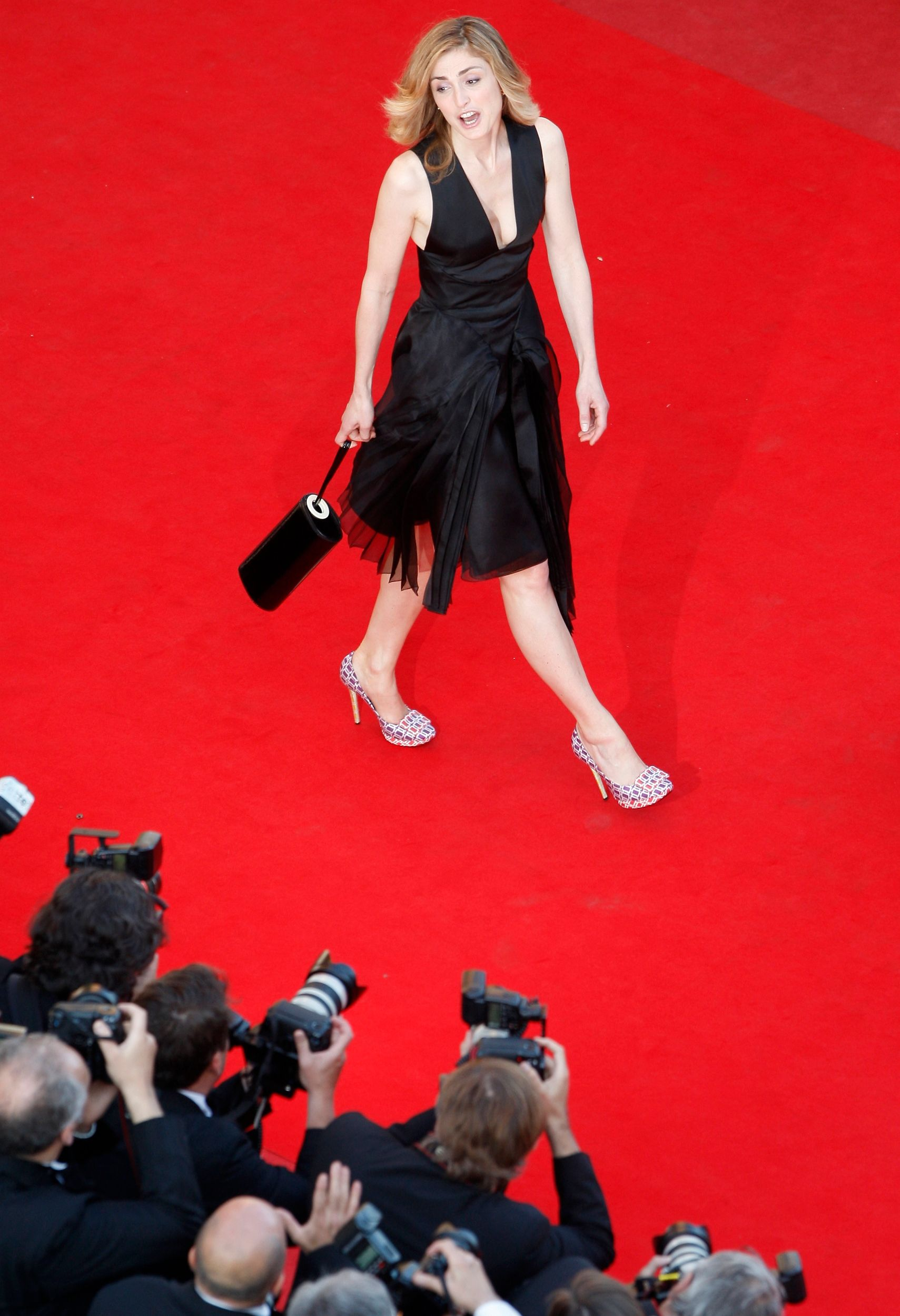 Julie Gayet est actuellement à Cannes