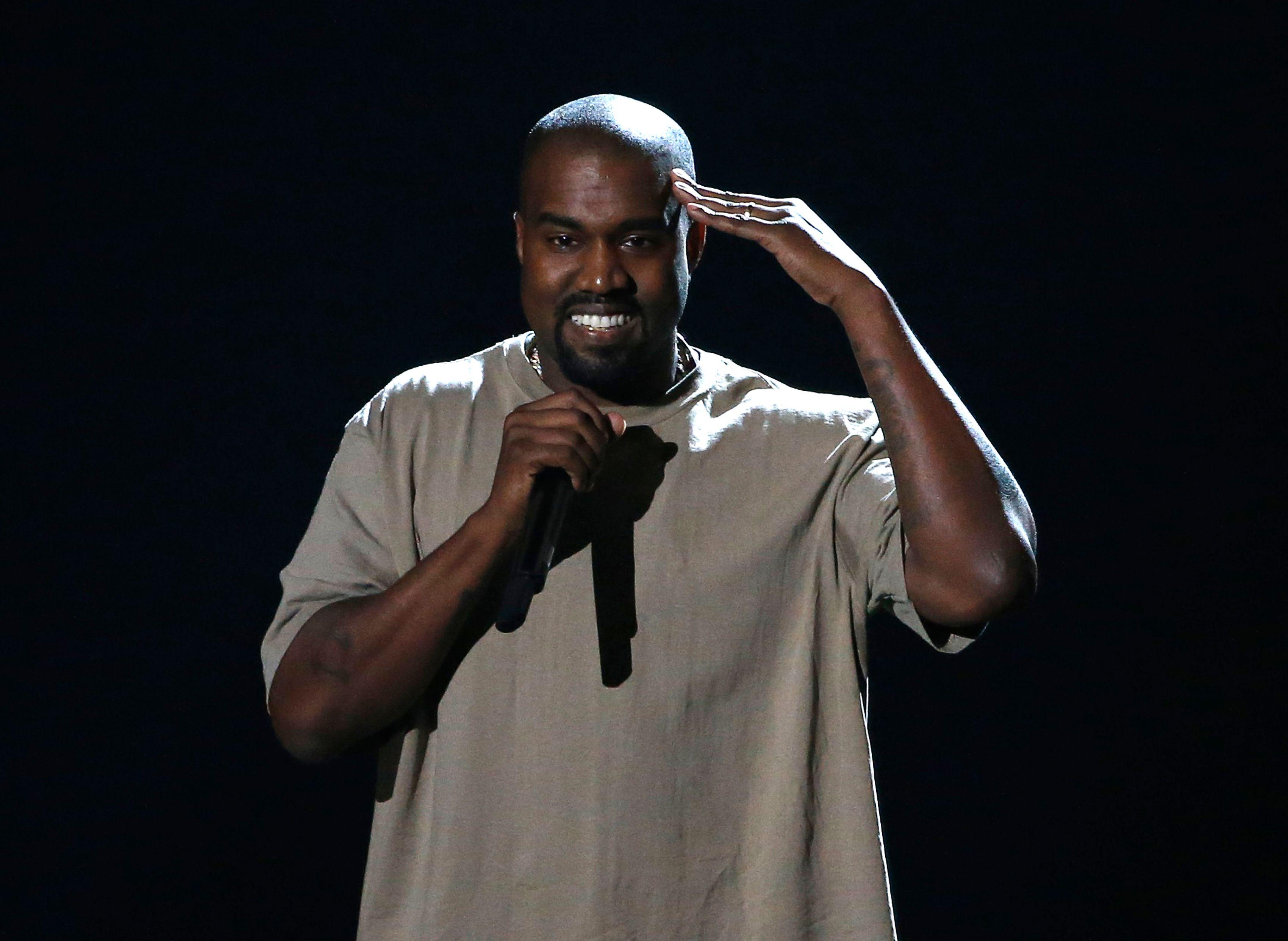 """Kanye West serait convaincu d'être """"Dieu"""" et deviendrait """"incontrôlable"""""""