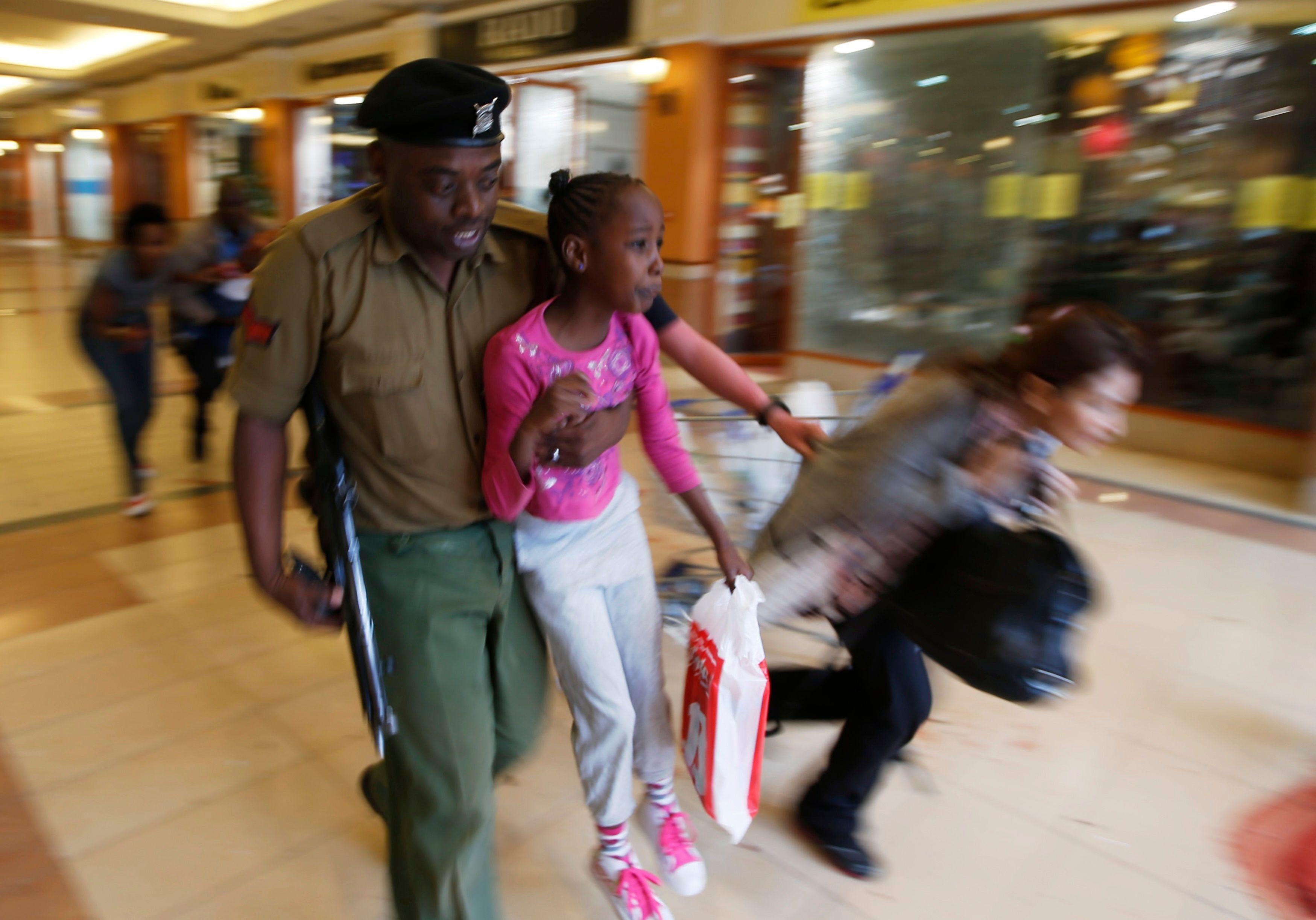 La chef de la diplomatie kényane a en effet annoncé, lundi soir, qu'une femme britannique faisait partie du commando islamiste, en compagnie de deux ou trois Américains.