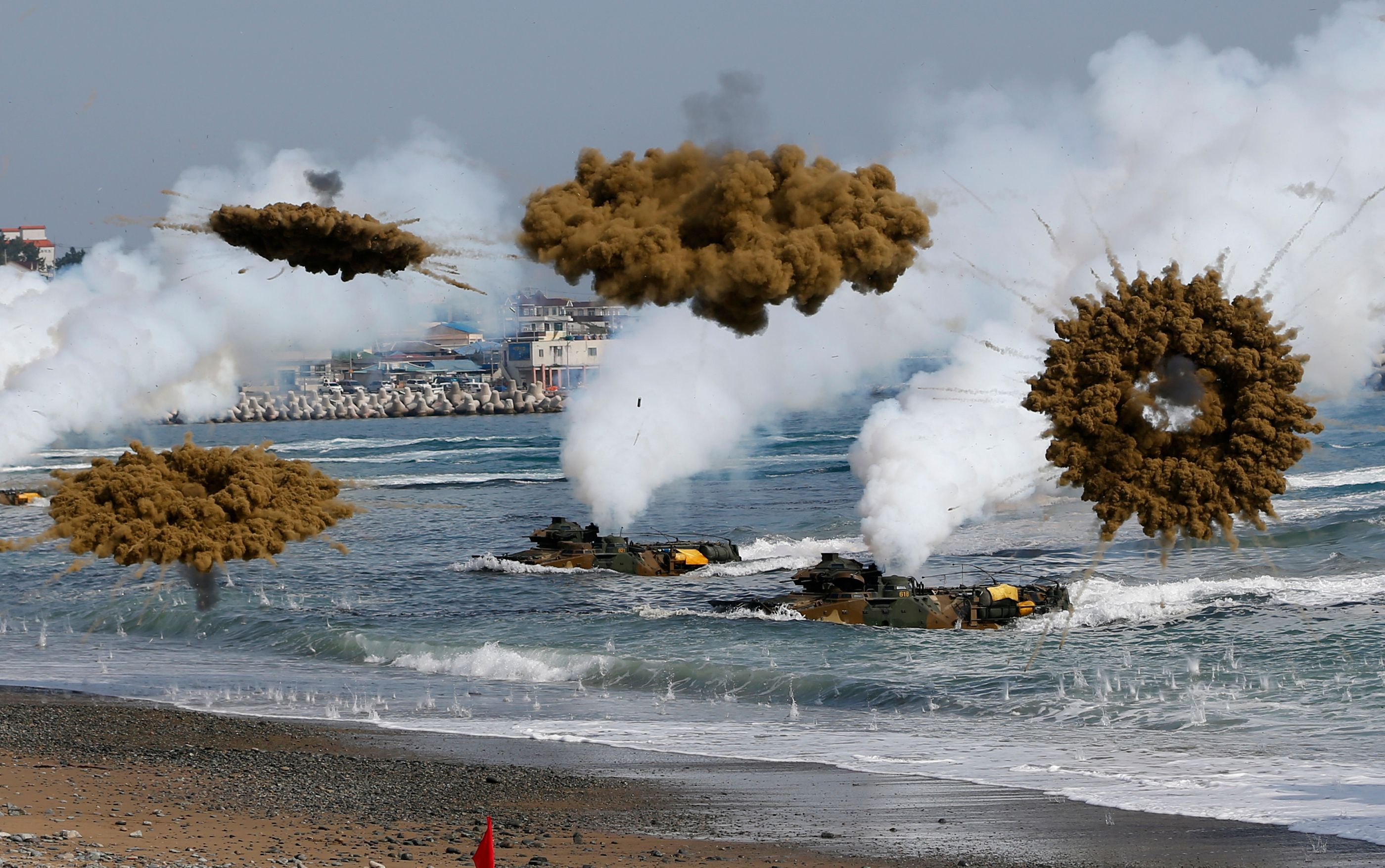 Impressionnants tirs d'obus entre les deux Corées