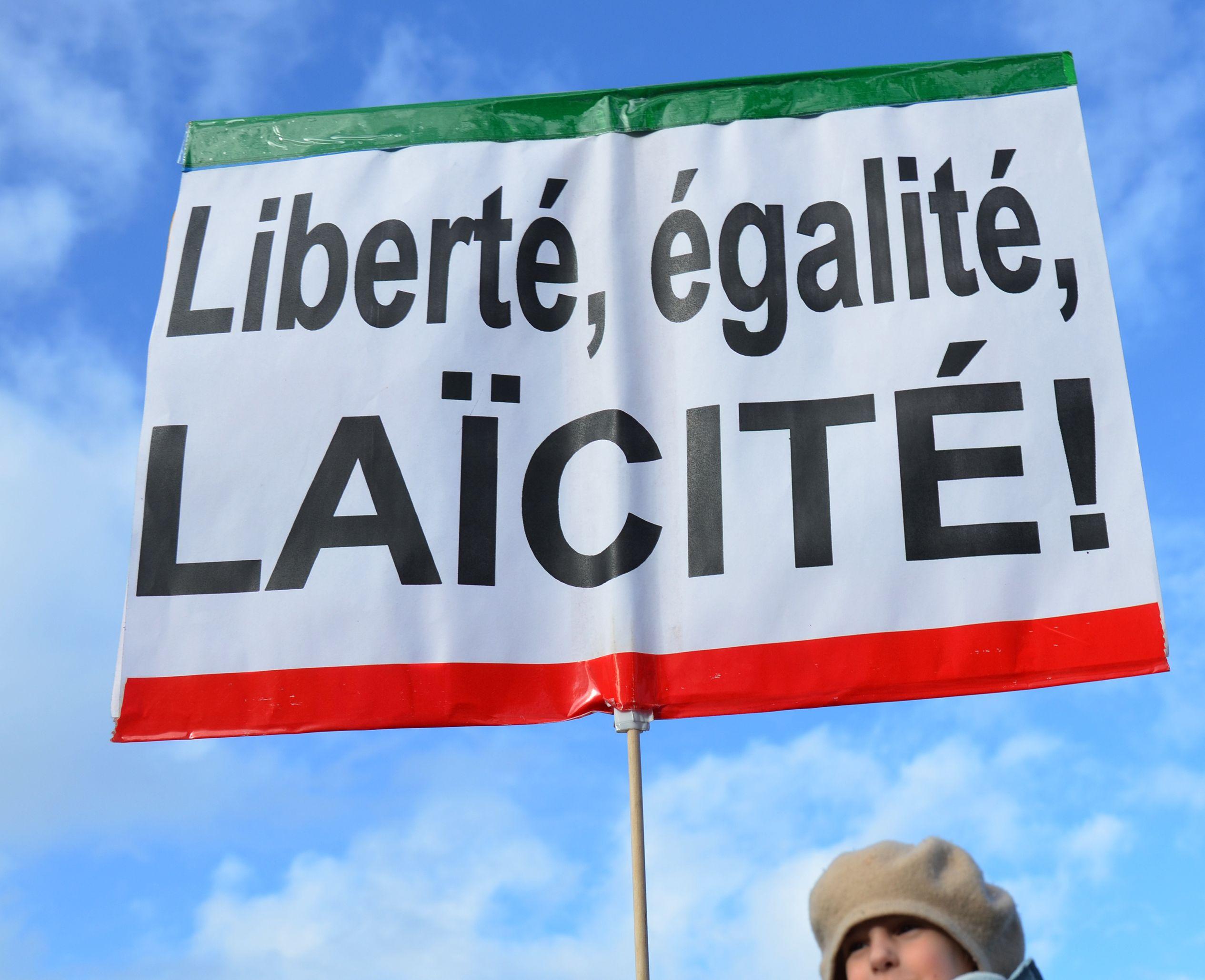 Entre le racisme anti-blanc dénoncé par Marine Le Pen et le racisme anti-immigrés combattu par Emmanuel Macron, quelles réalités sur le terrain ?