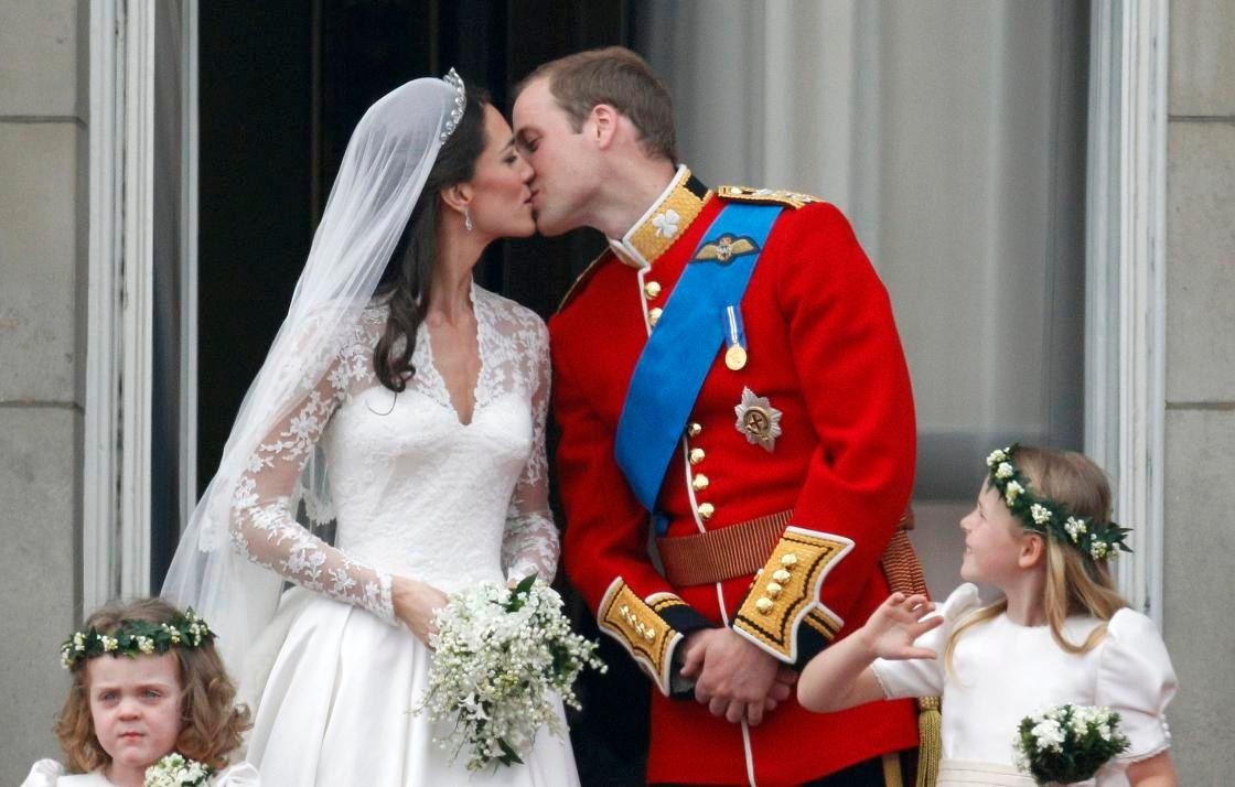 Sans faute pour la robe, le bouquet et la coiffure. Royal.