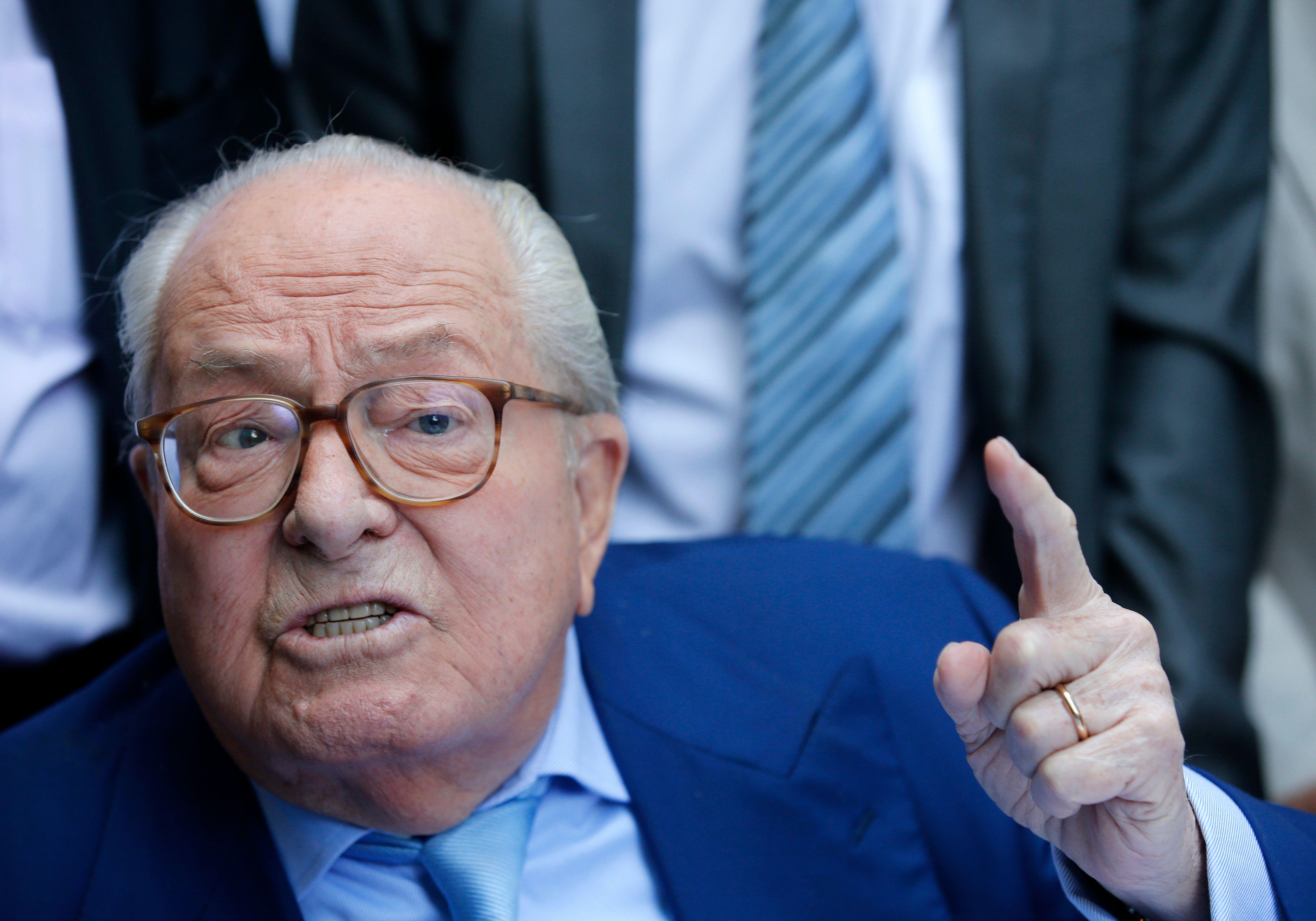 """Jean-Marie Le Pen estime que l'hommage national à Xavier Jugelé célébrait plus """"l'homosexuel"""" que le """"policier"""""""