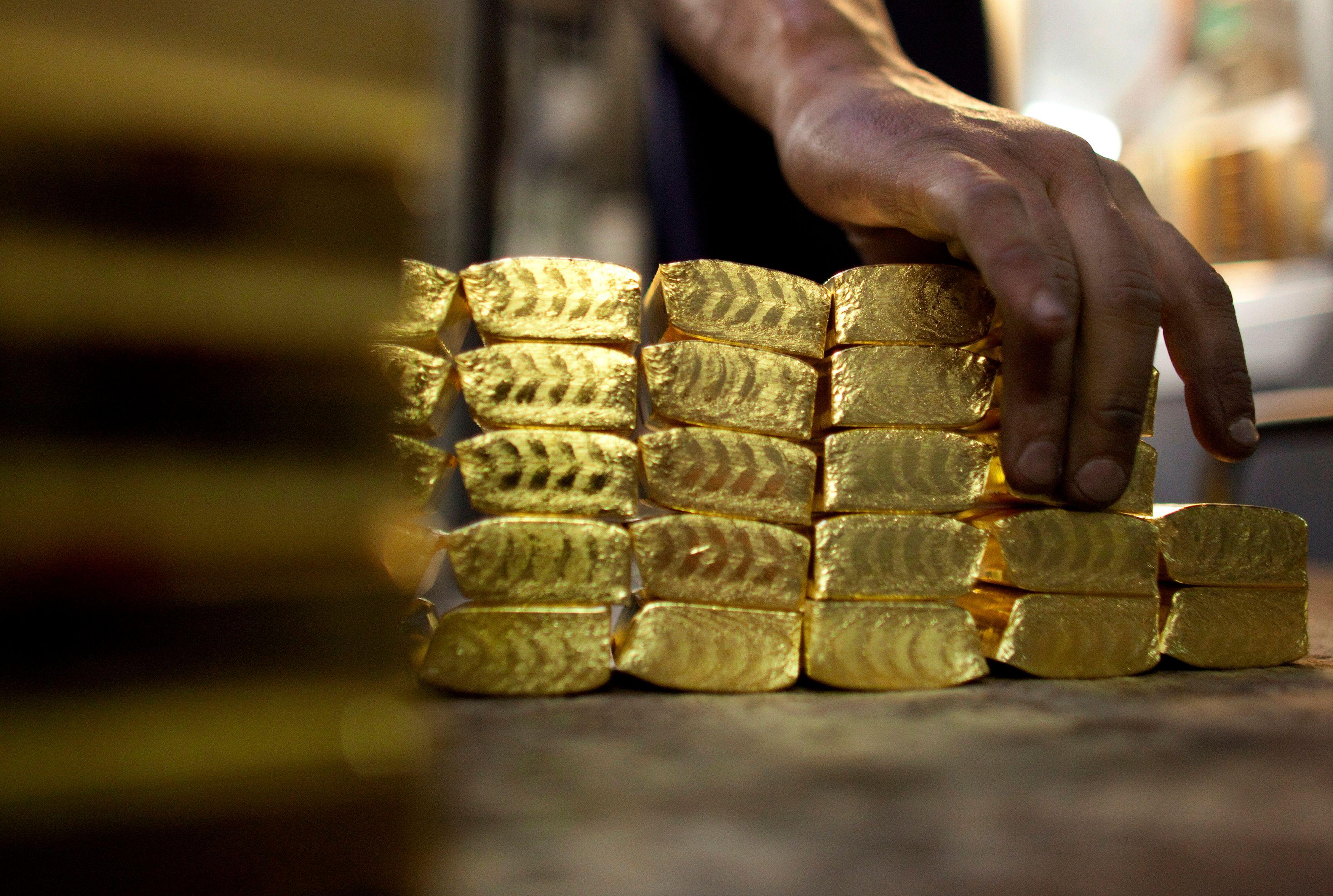 24 barres d'or ont été retrouvées cachées dans les toilettes d'un avion de Jet Airways (illustration).