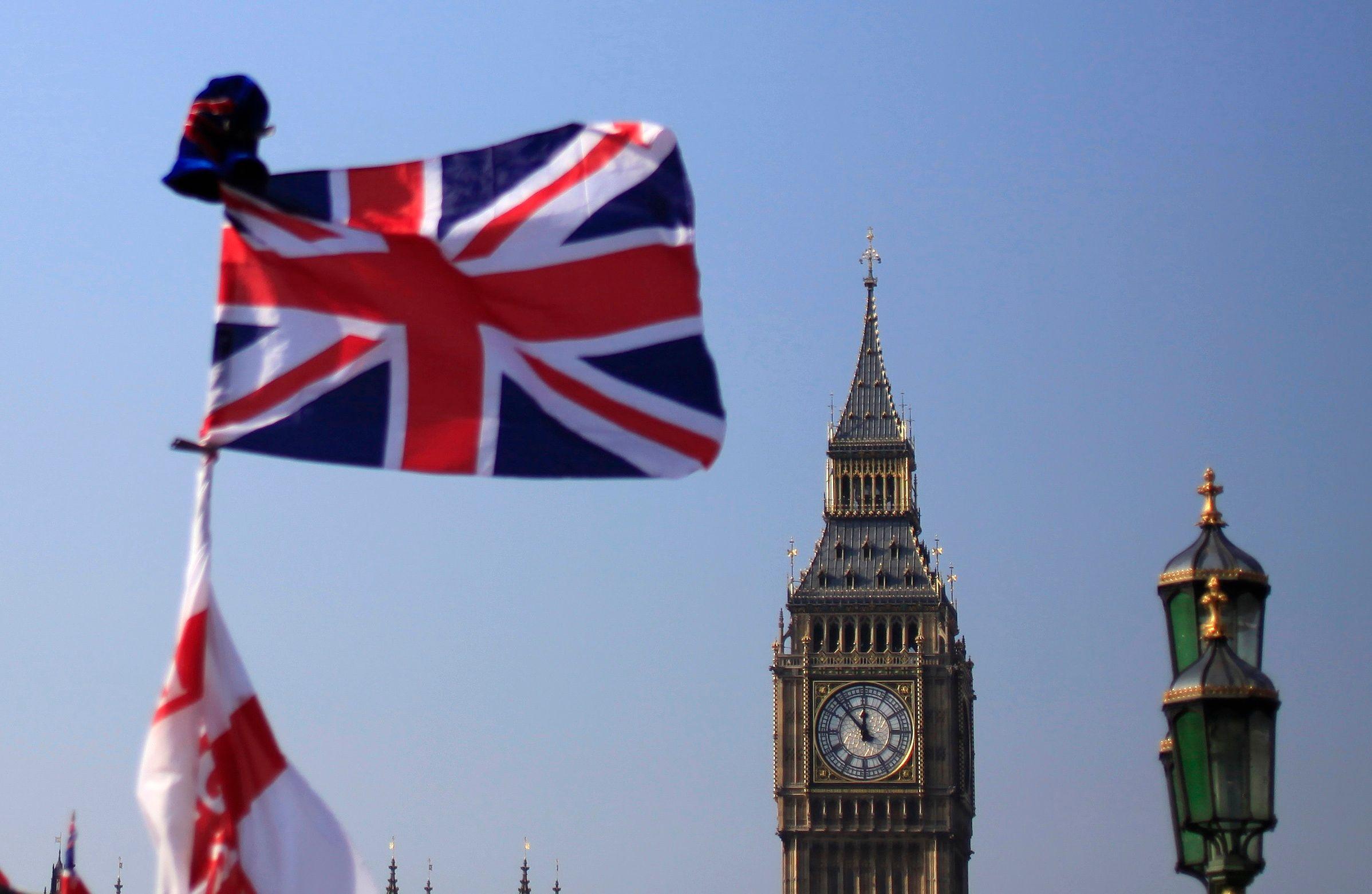"""Londres : un """"iceberg"""" de graisse sorti des égouts"""
