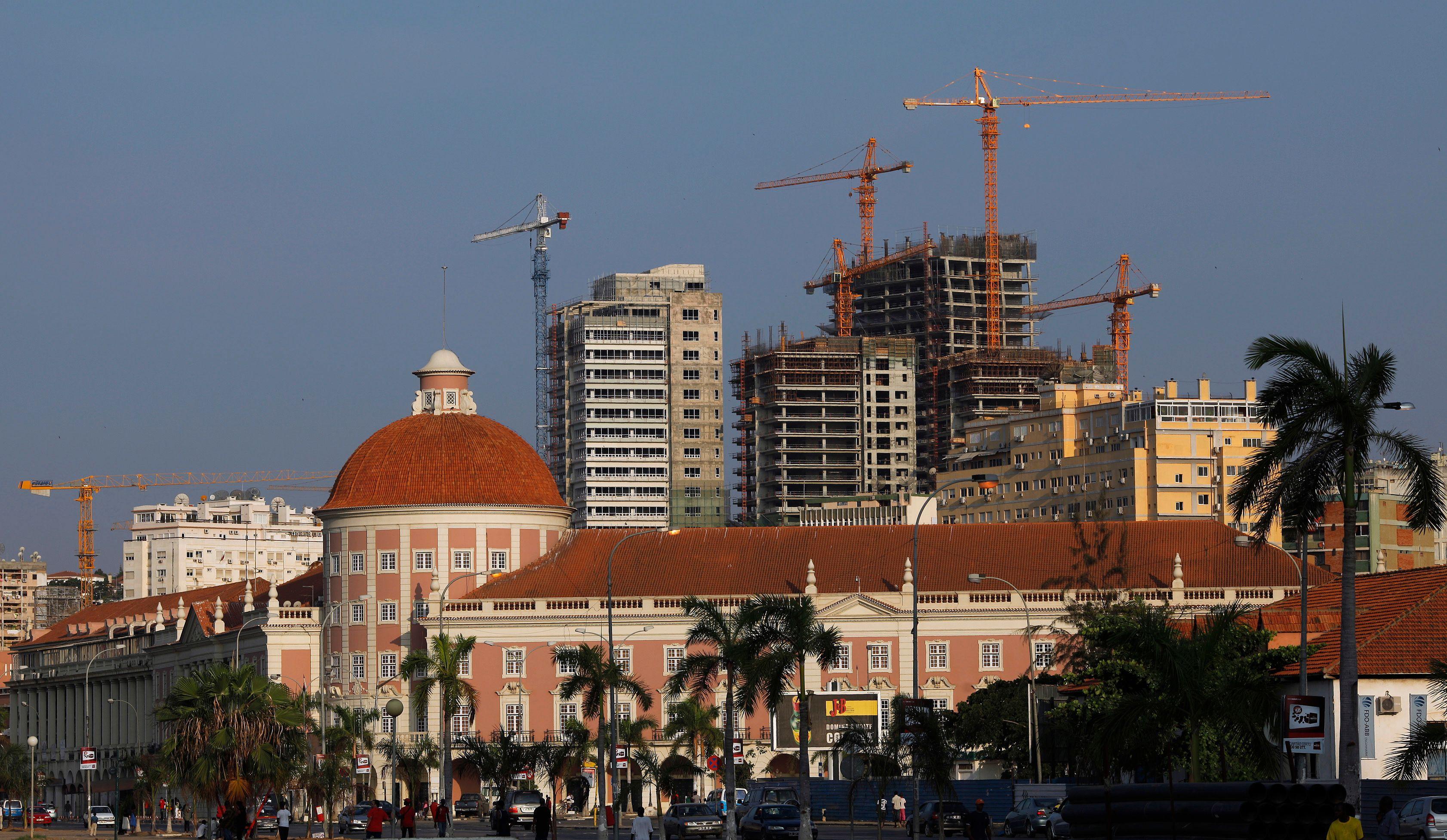 En juillet 2011, 42 portugais ont été expulsés d'Angola, où ils travaillaient au noir.