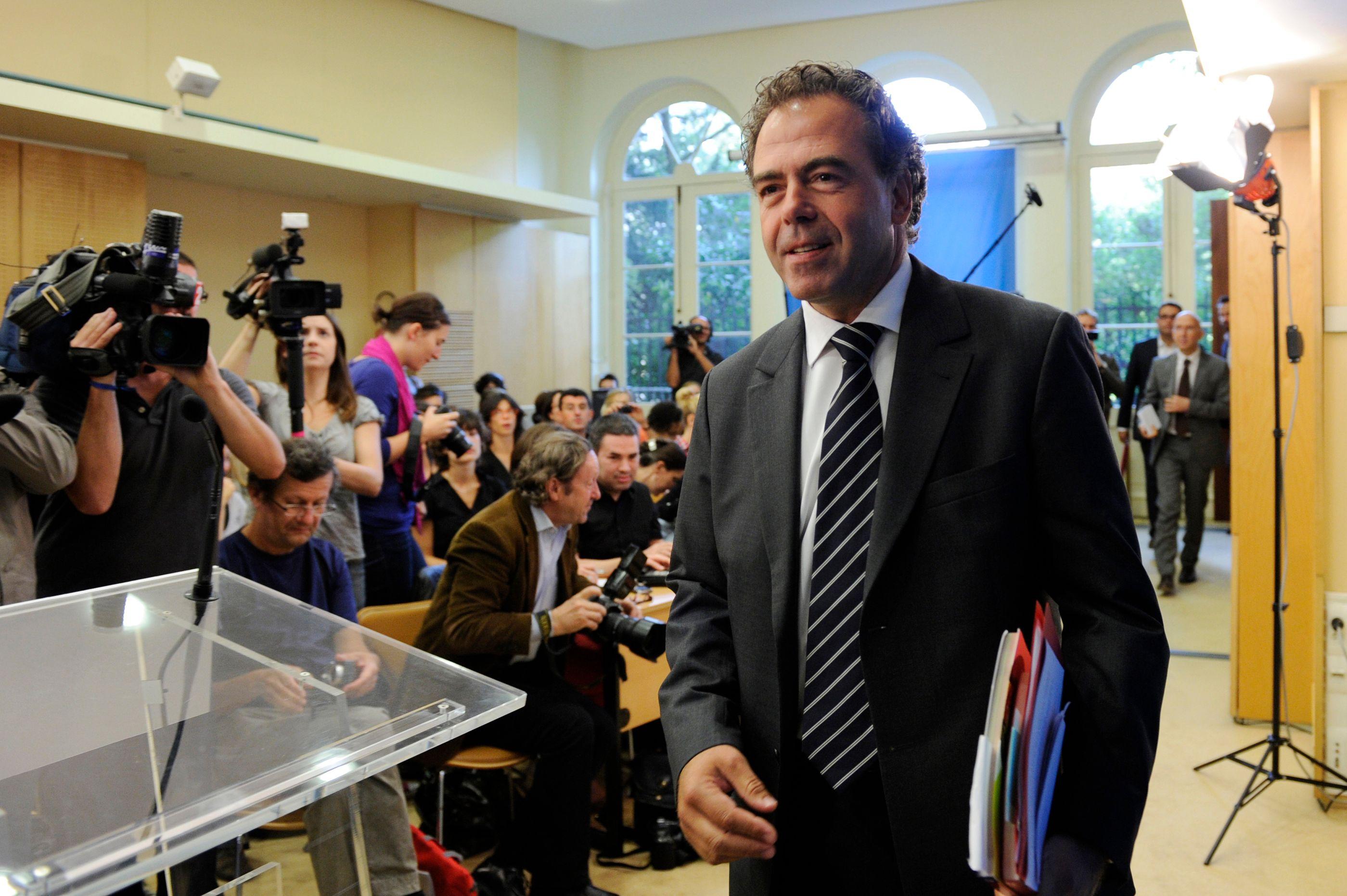 Luc Chatel va lancer une enquête pour savoir d'où viennent les fuites au sein de l'UMP
