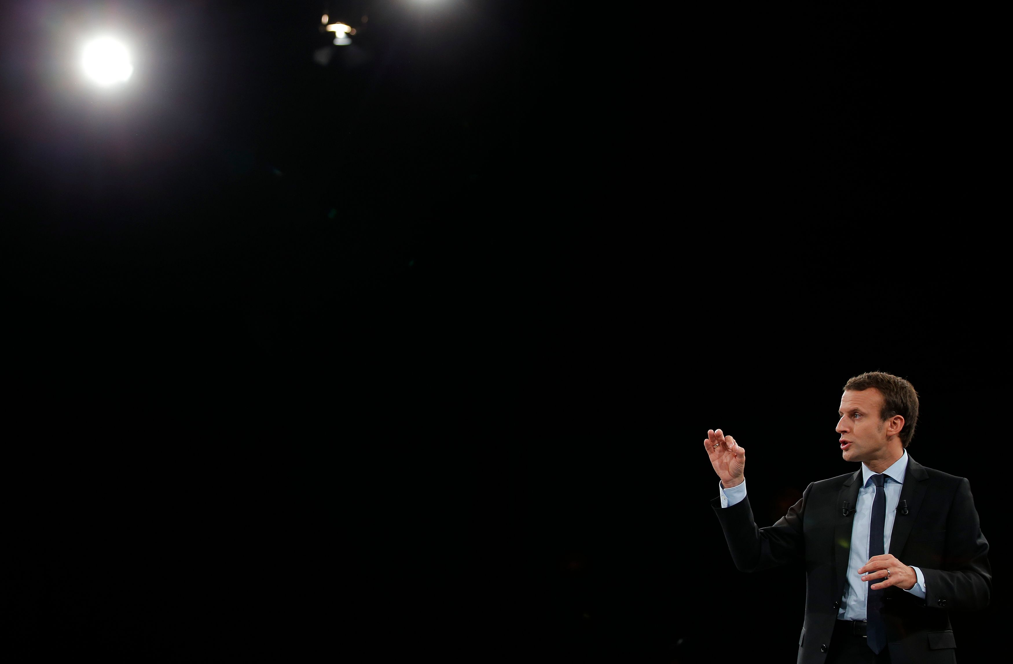 Présidentielle : quand l'analyse des mots des candidats révèle qui veut vraiment remettre le peuple français au cœur des débats et qui en a peur sans le dire