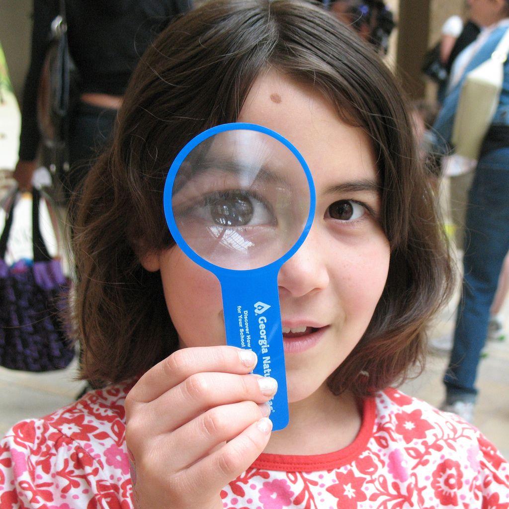 Les yeux clairs sont en fait dus à une pigmentation pauvre au niveau de l'iris.