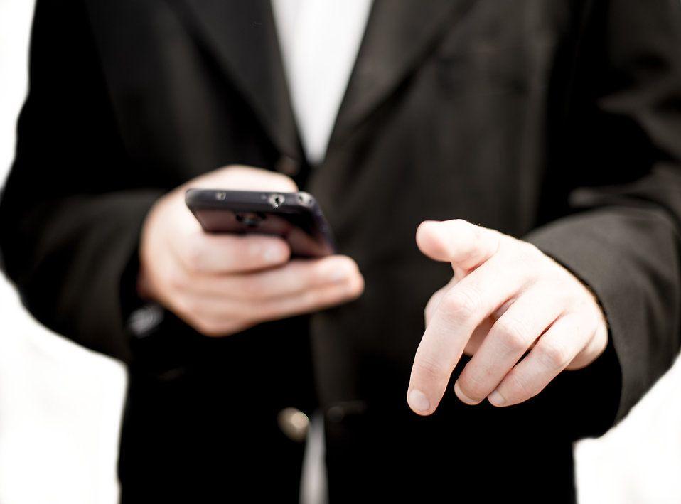 Accro à votre téléphone portable ? Les scientifiques vous expliquent pourquoi