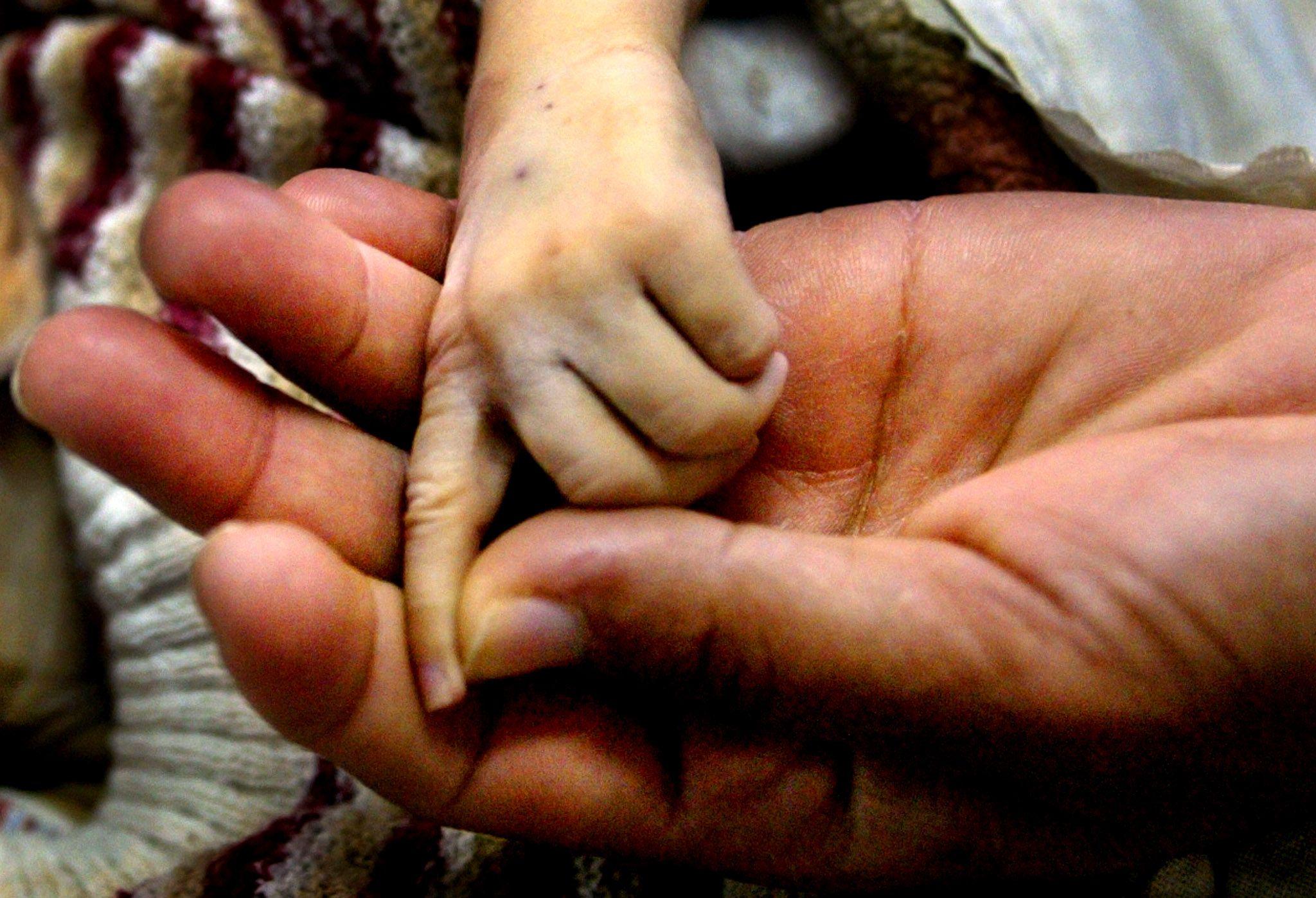 L'importance de la présence maternelle au côté du bébé ne doit pas pour autant éclipser celle du père.