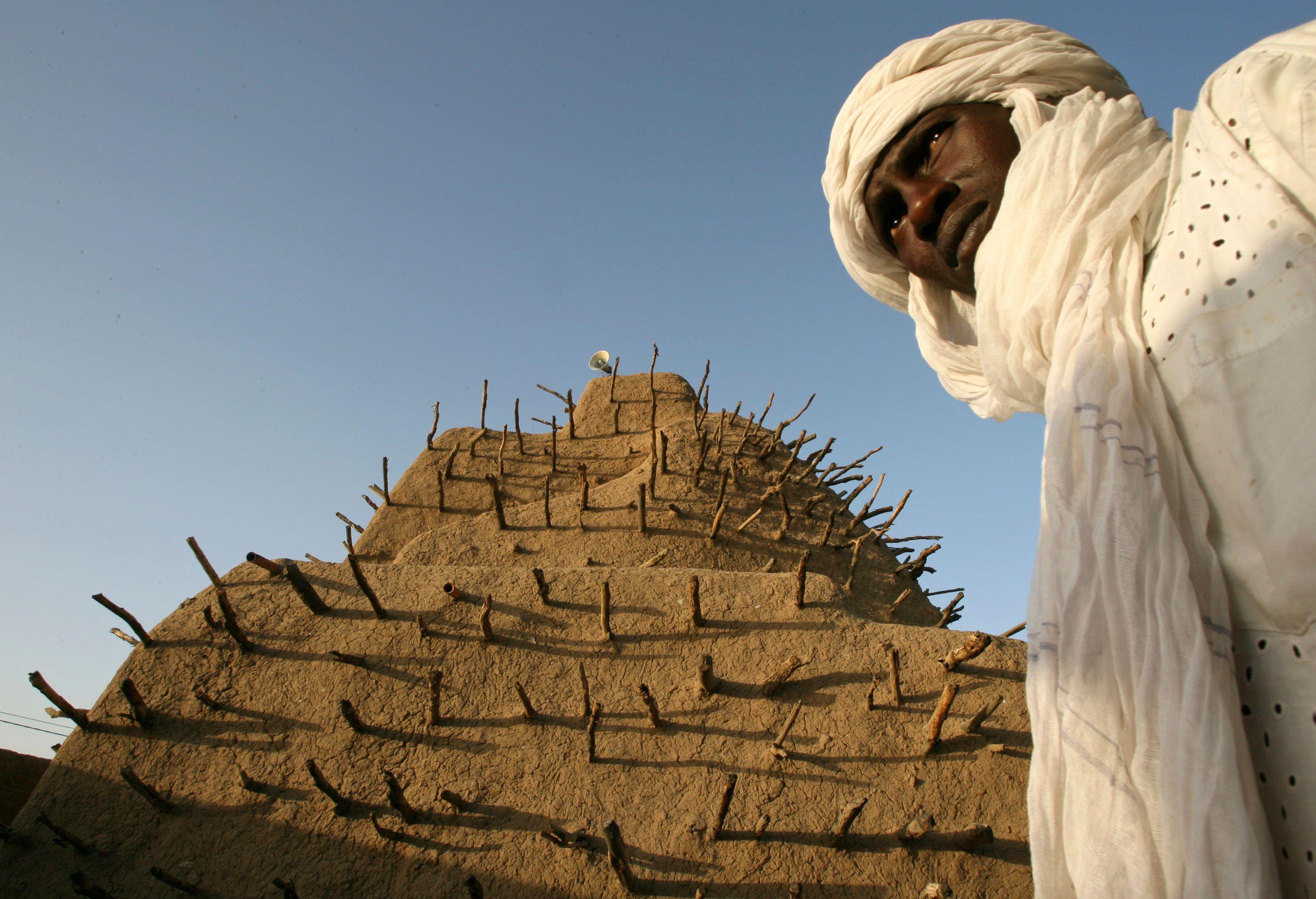 Un Émirat islamique radical vient de se créer au Mali, sans déclencher autre chose que des protestations verbales.