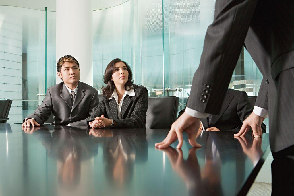 Salariés comme cadres dirigeants, tous sur les rotules : la France du travail malade de son inculture en management