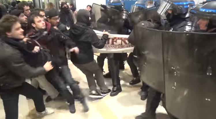 """""""Affaire Théo"""" : plusieurs lycées bloqués, au moins 26 interpellations après des débordements"""