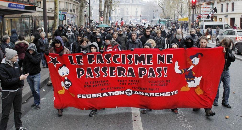 Une manifestation de militants gauchistes dans les rues de Paris.
